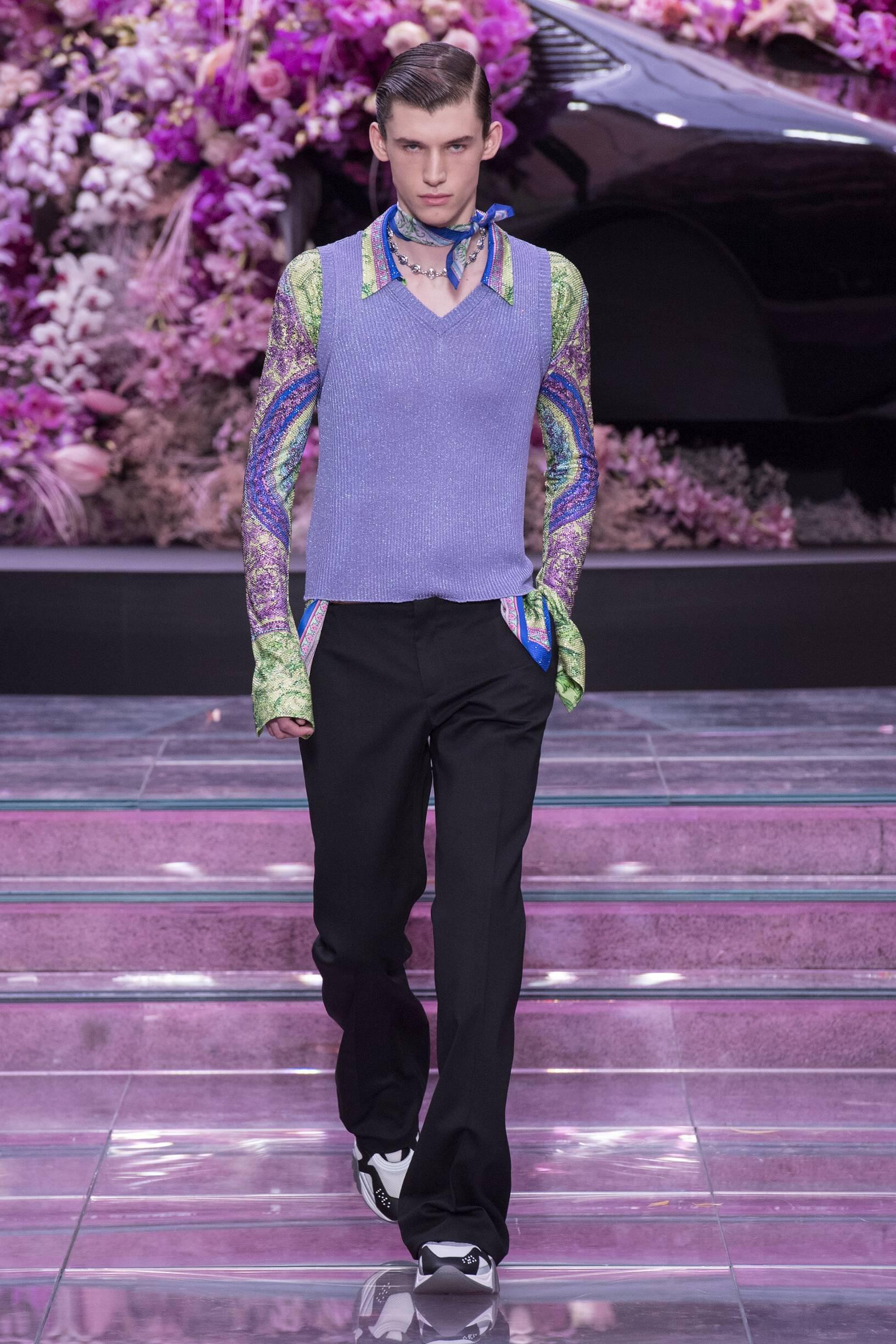2020 Catwalk Versace Man Fashion Show Summer