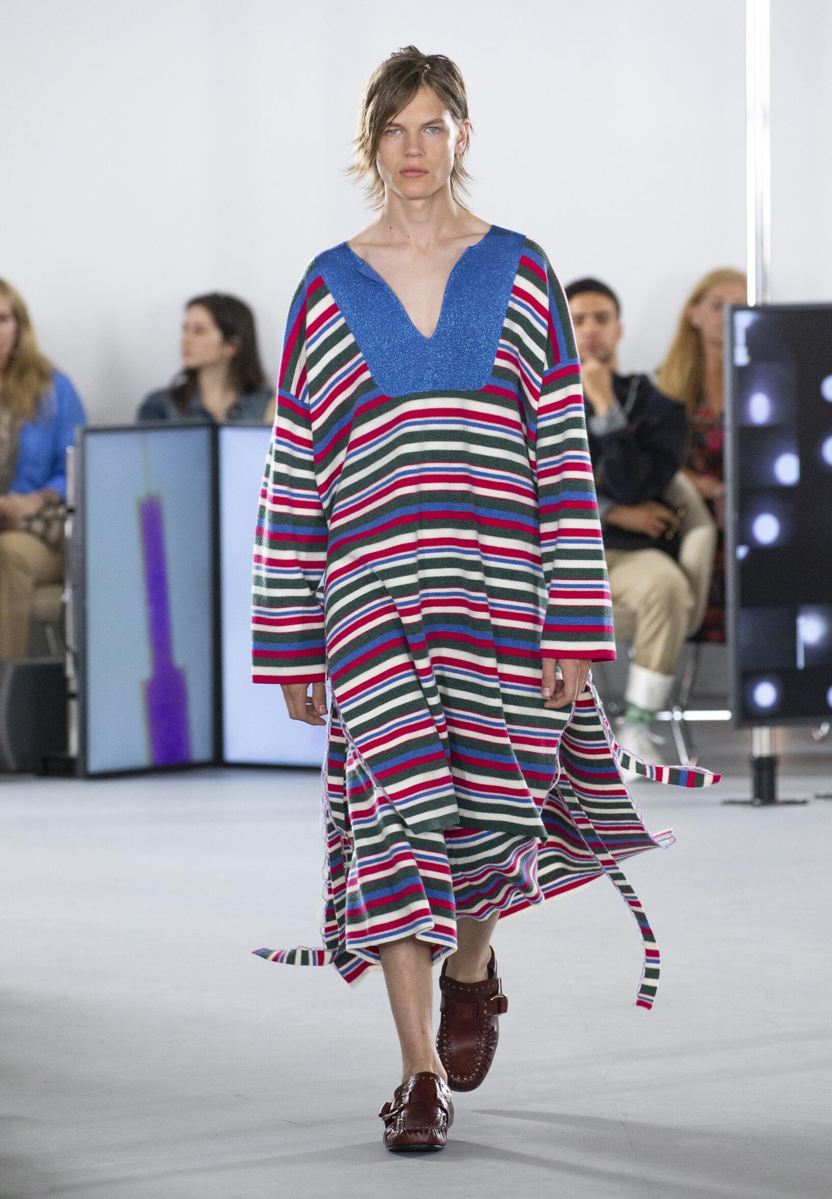 2020 Loewe Summer Catwalk