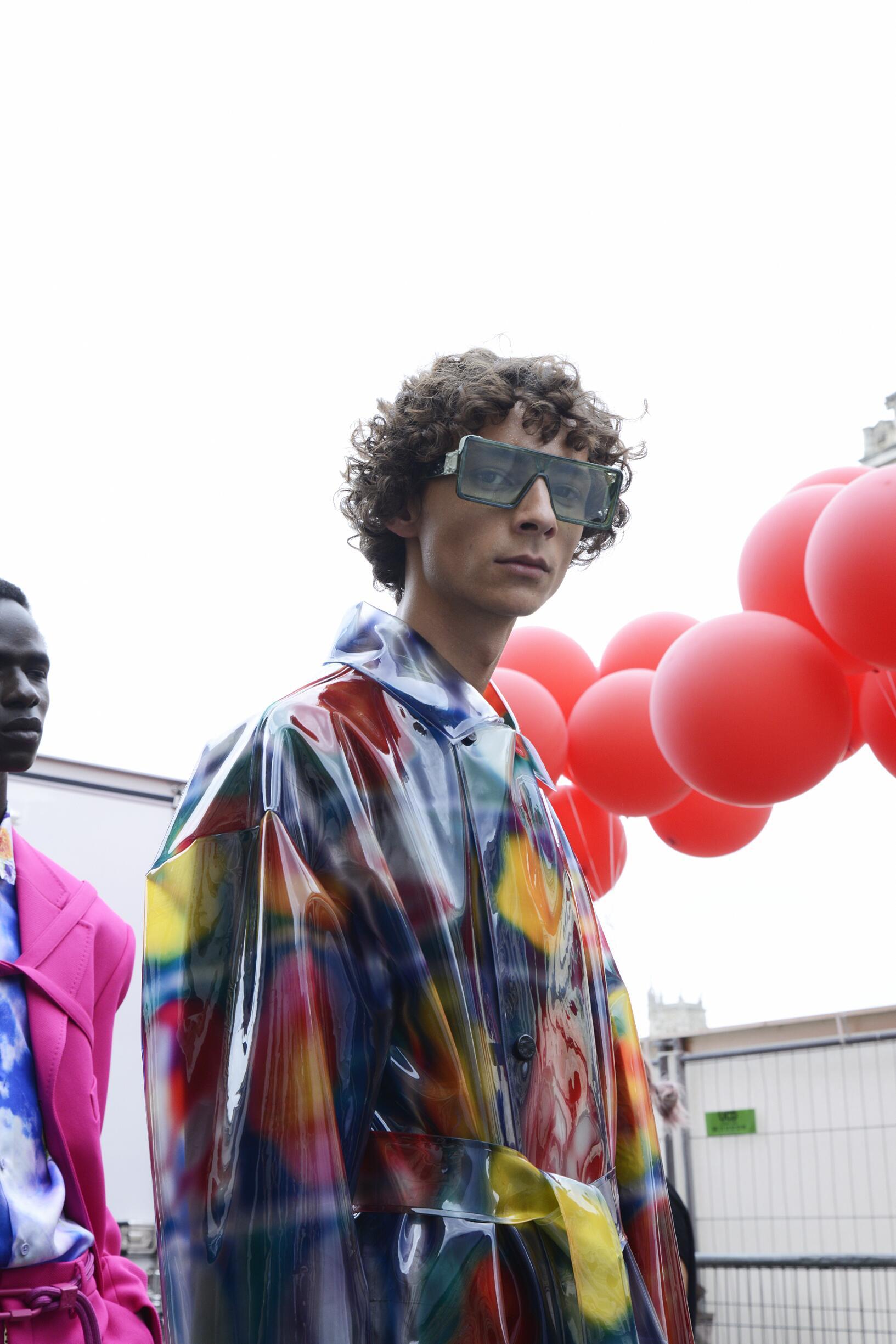 Backstage Louis Vuitton Model Trends 2020
