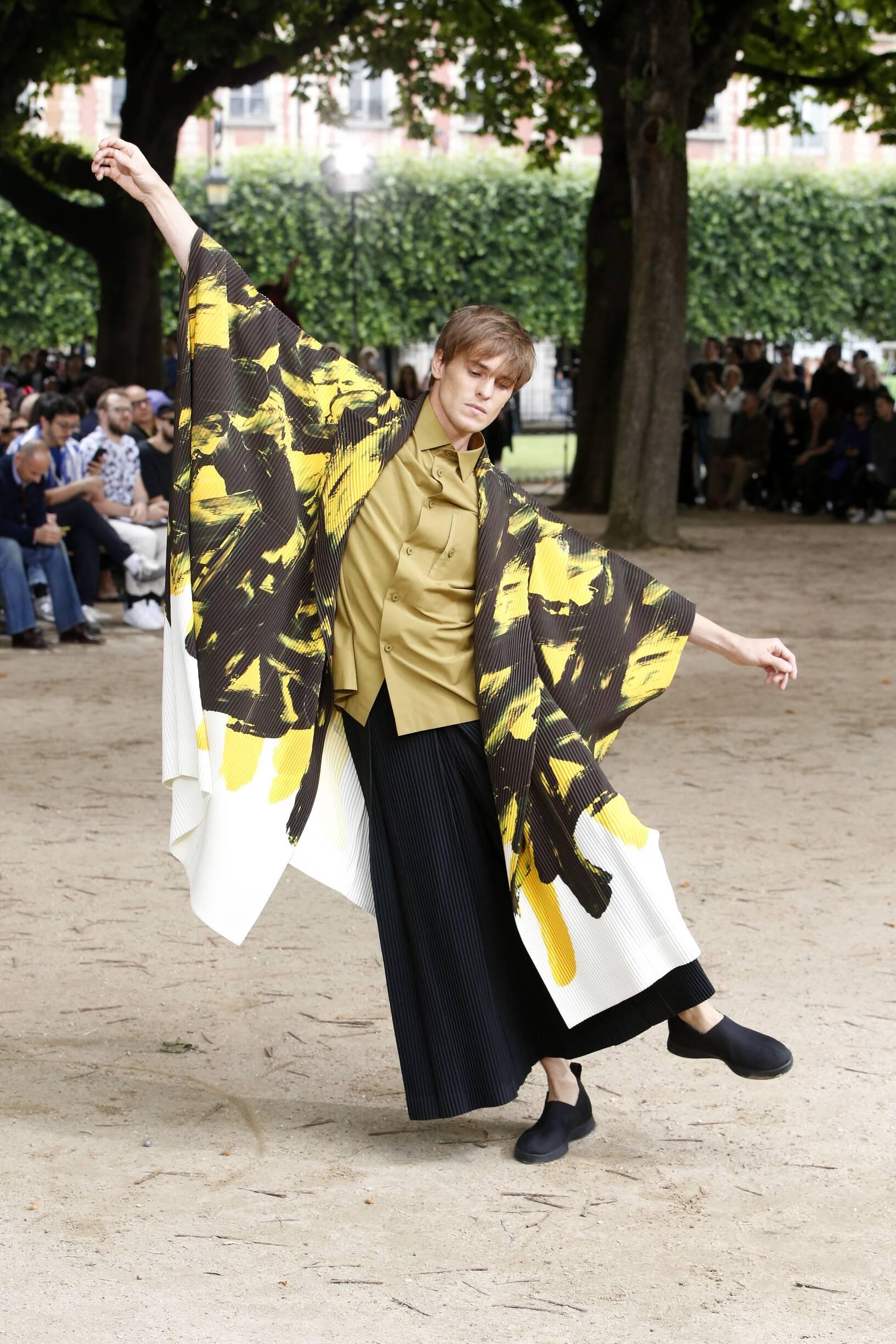Catwalk Issey Miyake Man Fashion Show Summer 2020