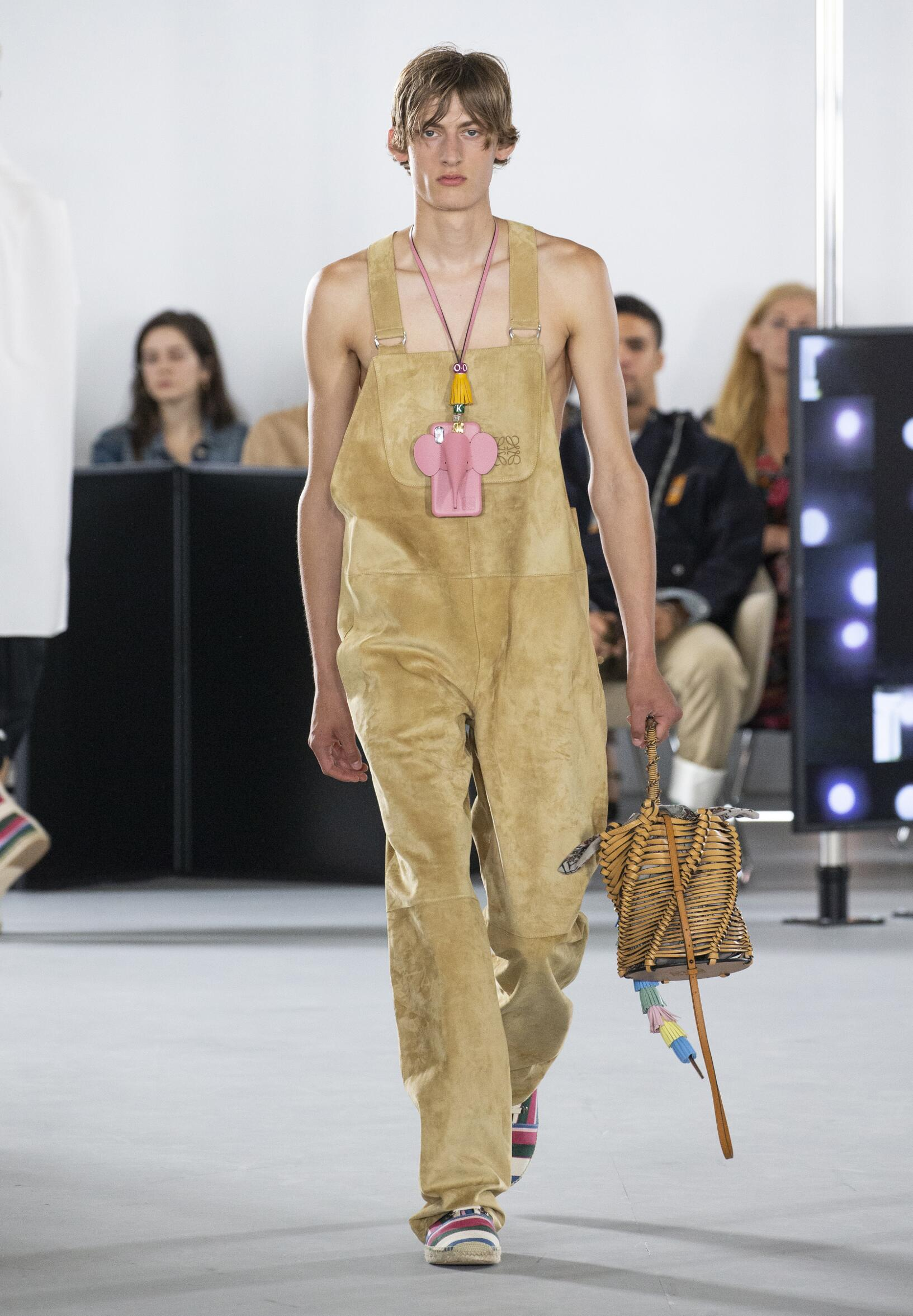 Catwalk Loewe Man Fashion Show Summer 2020