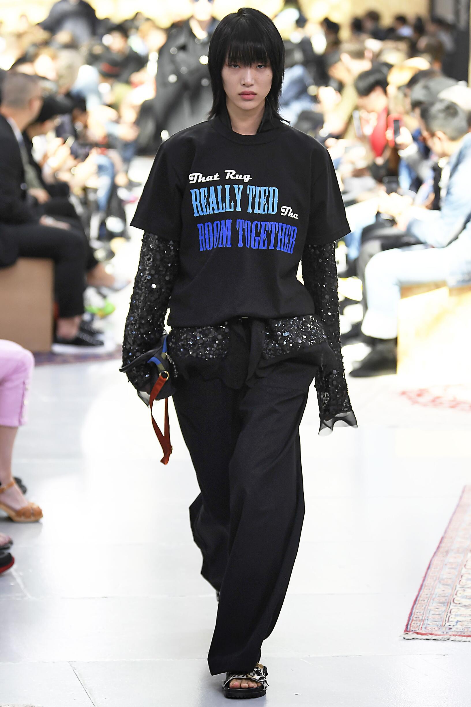 Catwalk Sacai Woman Fashion Show Pre Spring 2020
