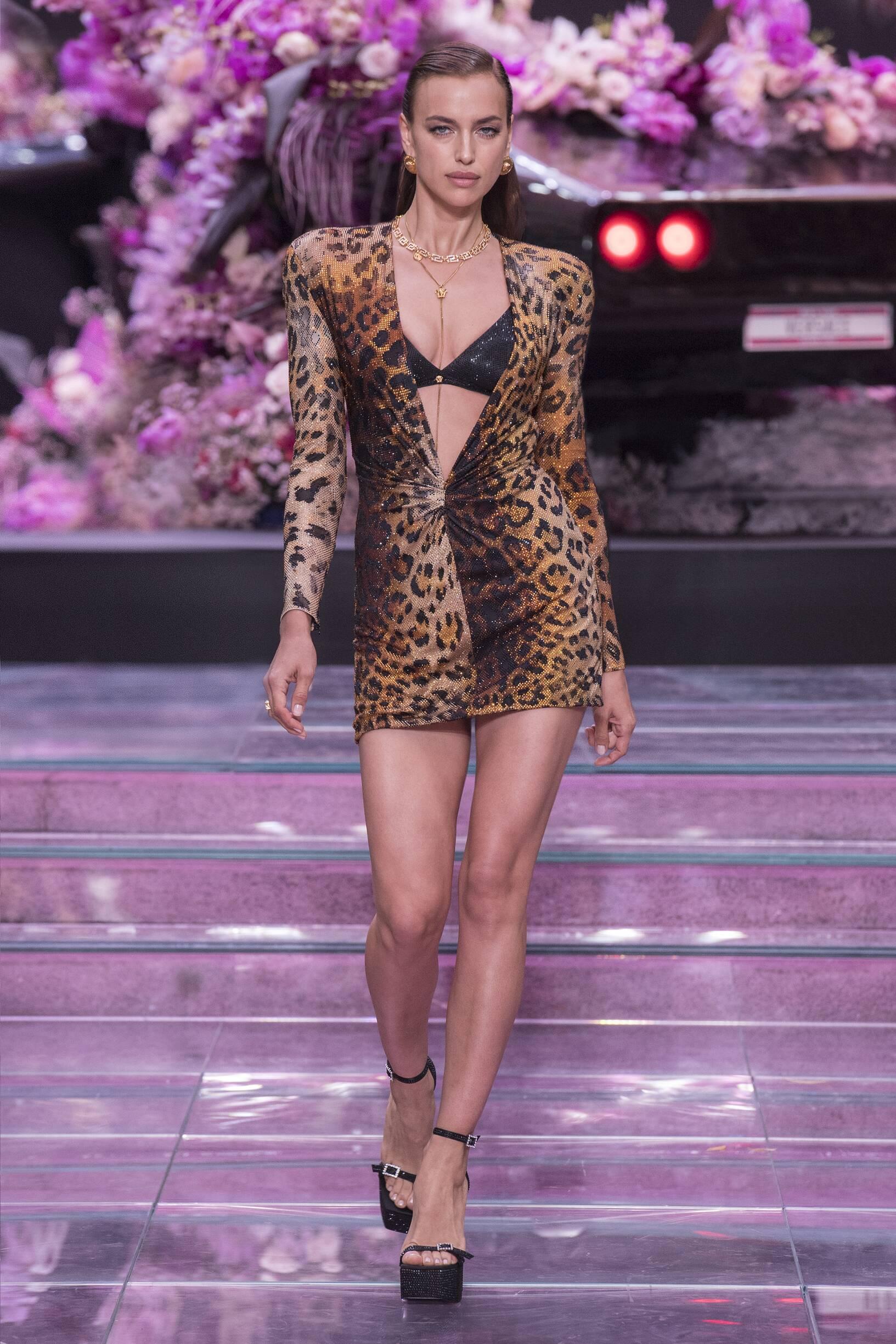 Fashion 2020 Runway Versace Summer