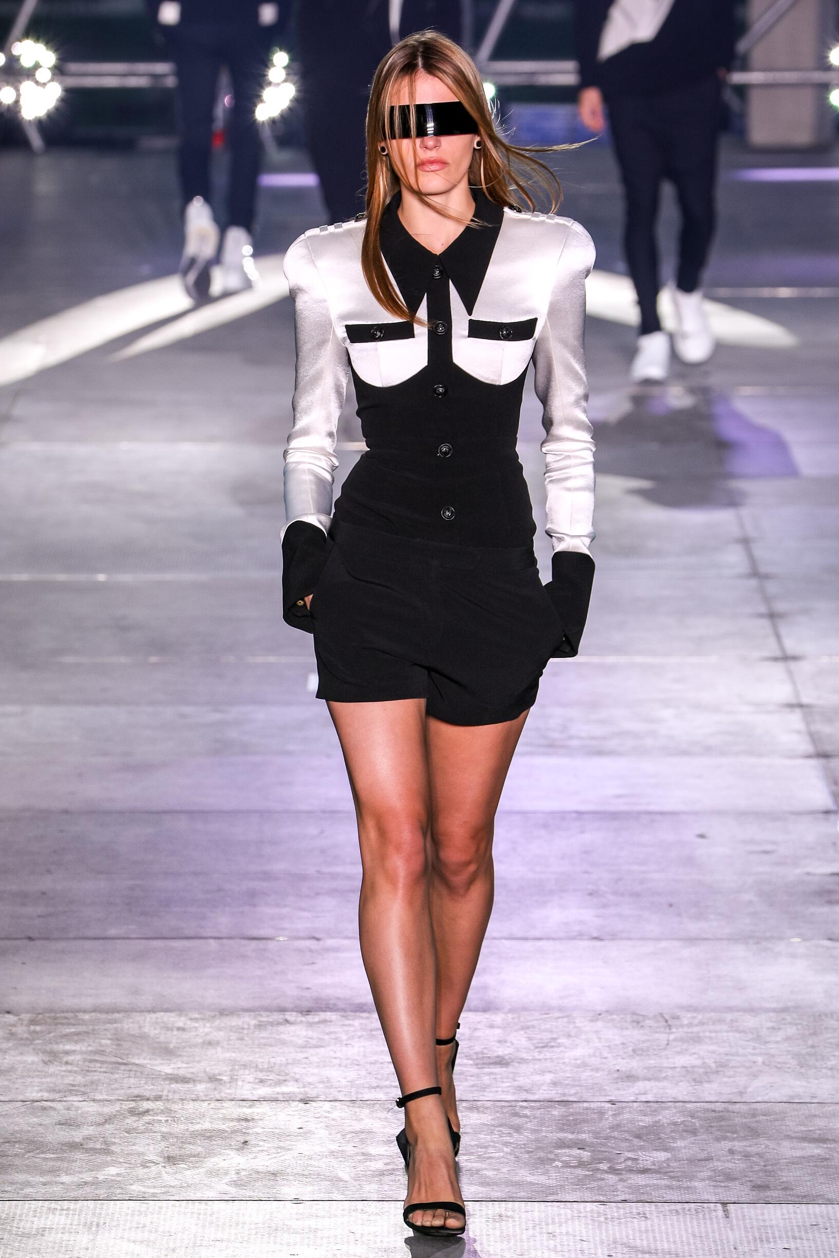 Fashion 2020 Runway Woman Balmain Summer
