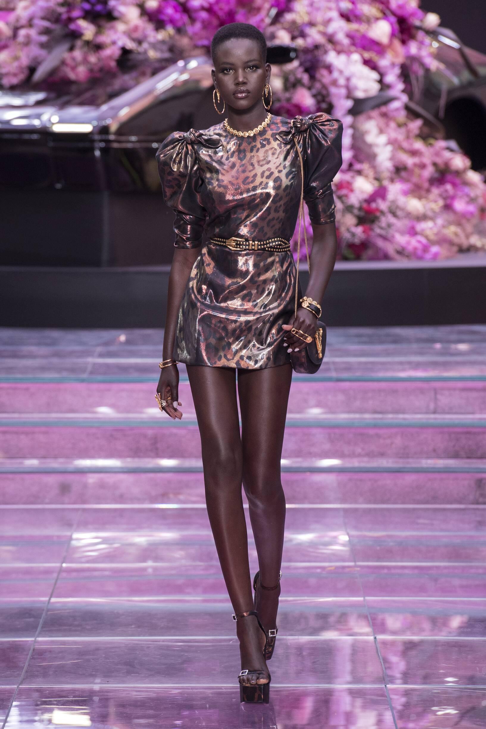 Fashion 2020 Runway Woman Versace Summer