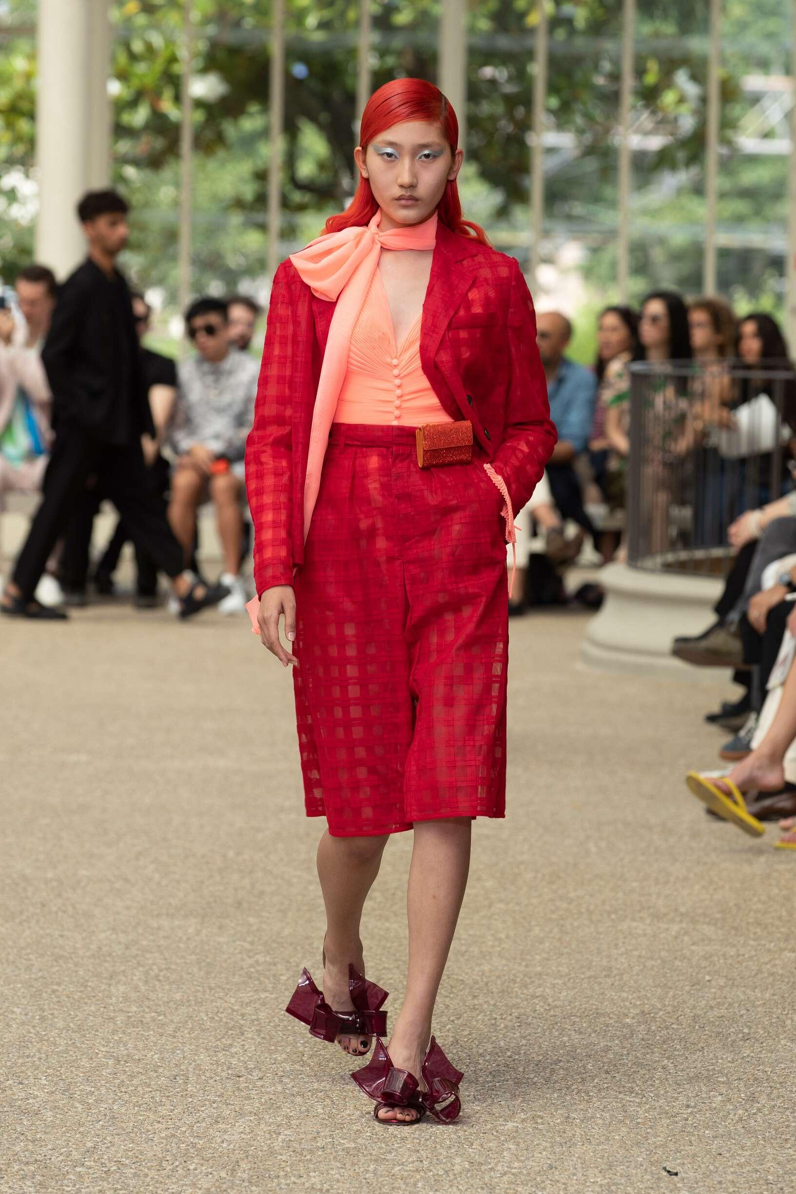 Fashion Woman Model Marco De vincenzo Catwalk