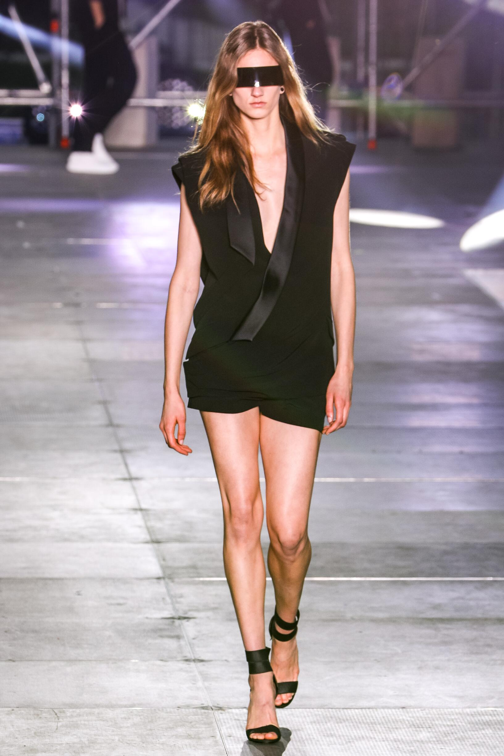 Fashion Woman Trends 2020 Catwalk Balmain Summer Men's Collection