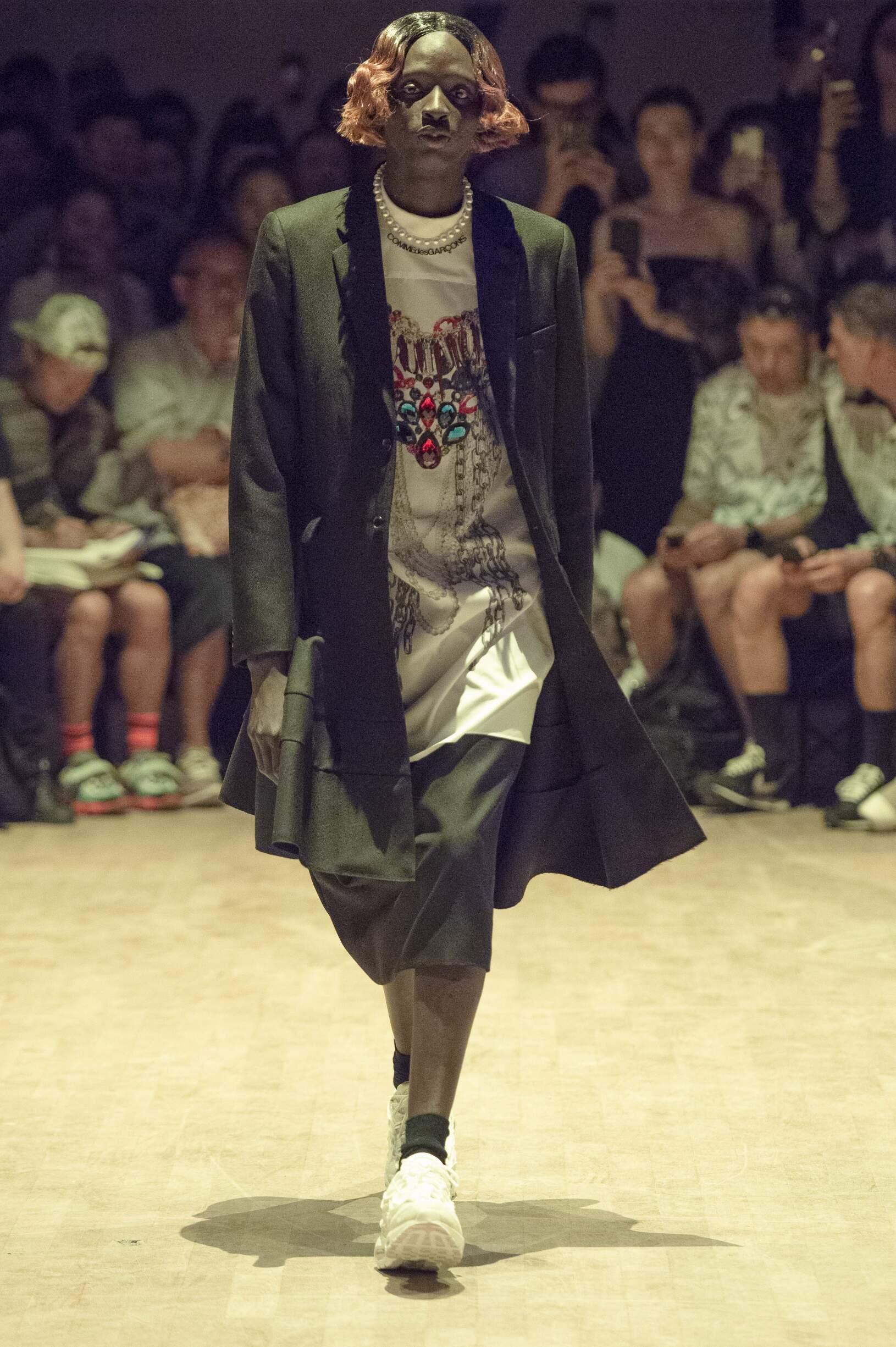 Model Fashion Show Comme des Garçons Homme Plus