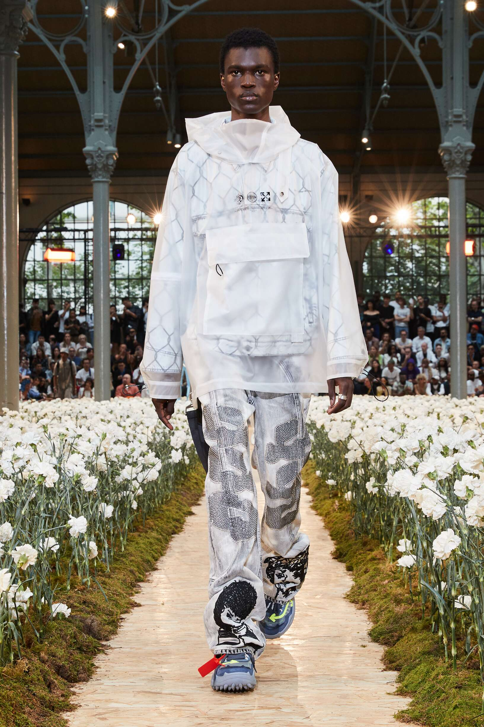 Model Fashion Show Off White c/o Virgil Abloh