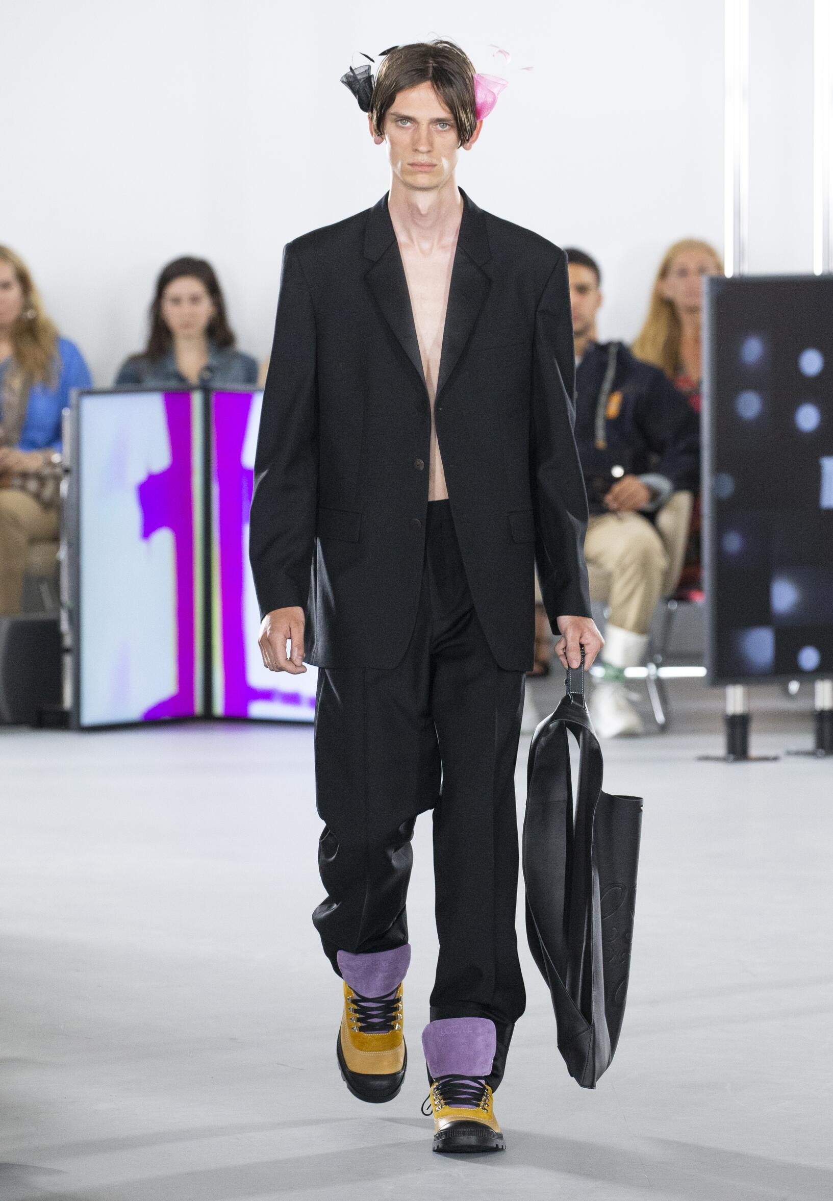 Runway Loewe Spring Summer 2020 Men's Collection Paris Fashion Week