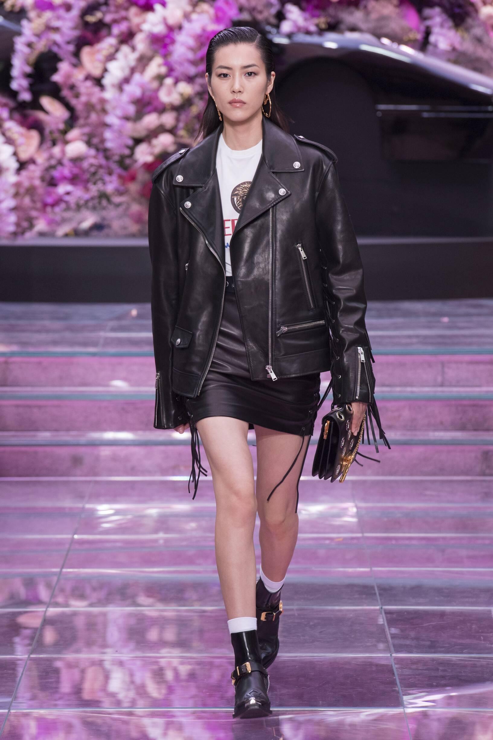 Runway Versace Spring Summer 2020 Women Collection Milan Fashion Week