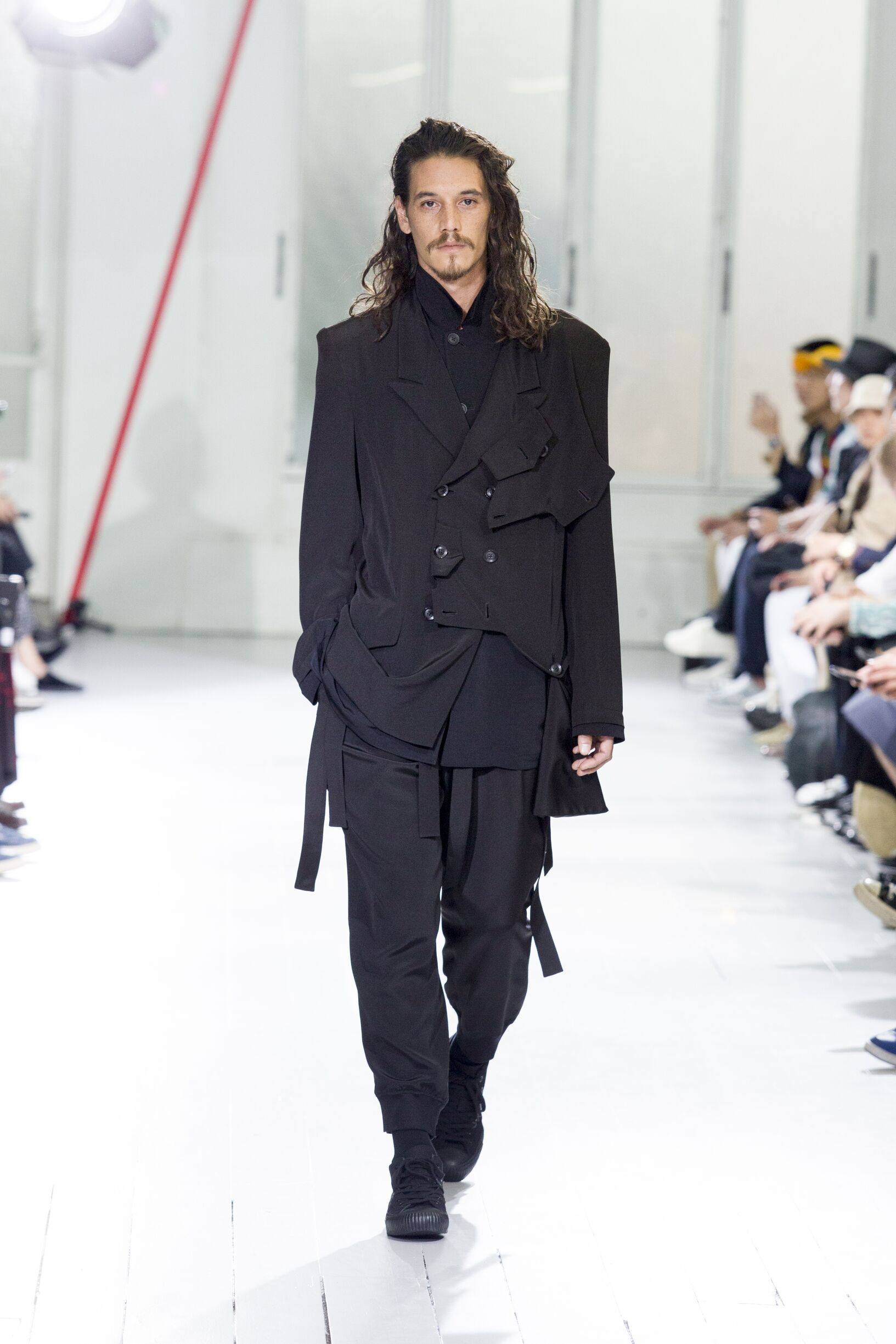 Runway Yohji Yamamoto Spring Summer 2020 Men's Collection Paris Fashion Week