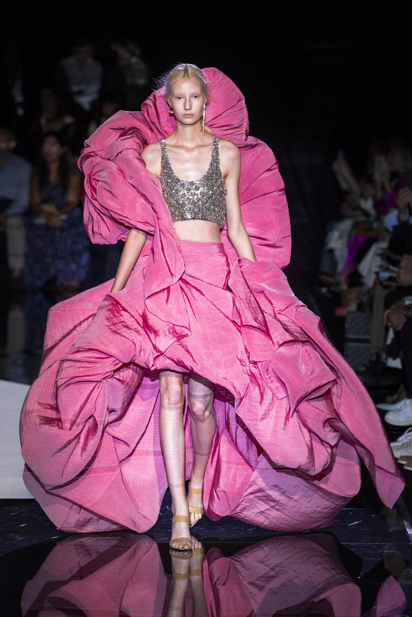 Catwalk Schiaparelli Haute Couture Women Fashion Show Winter 2019-2020