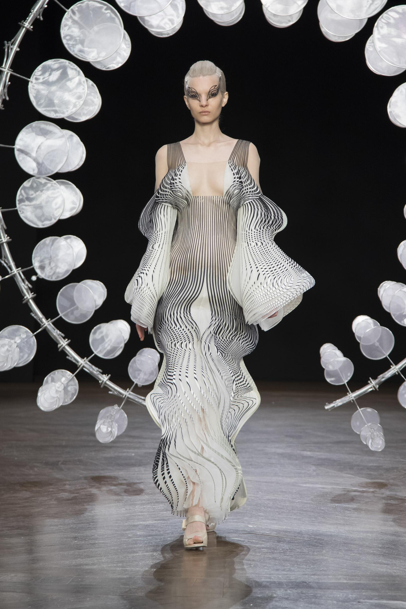 FW 2019-20 Fashion Show Iris van Herpen Haute Couture