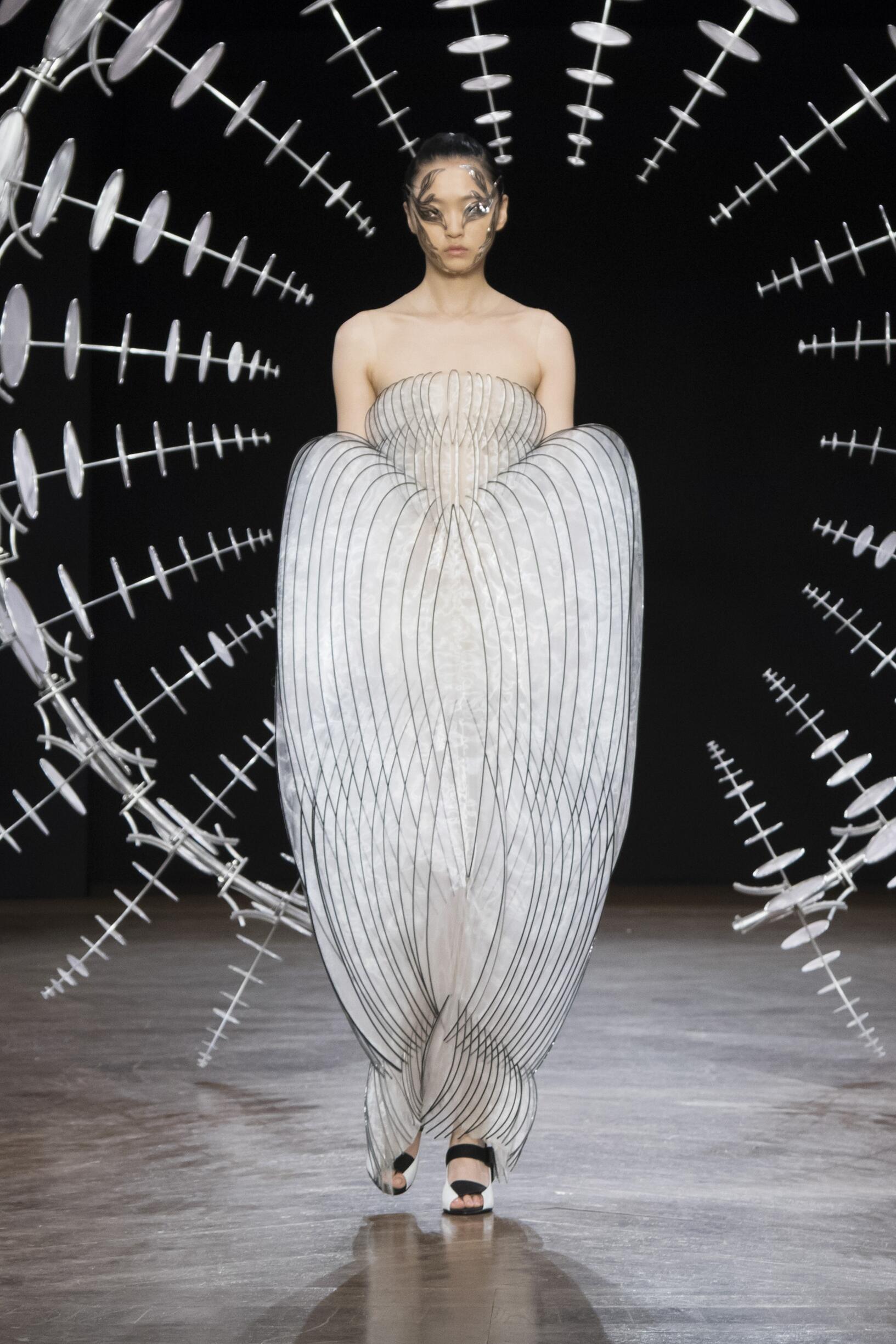 FW 2019-20 Iris van Herpen Haute Couture Fashion Show
