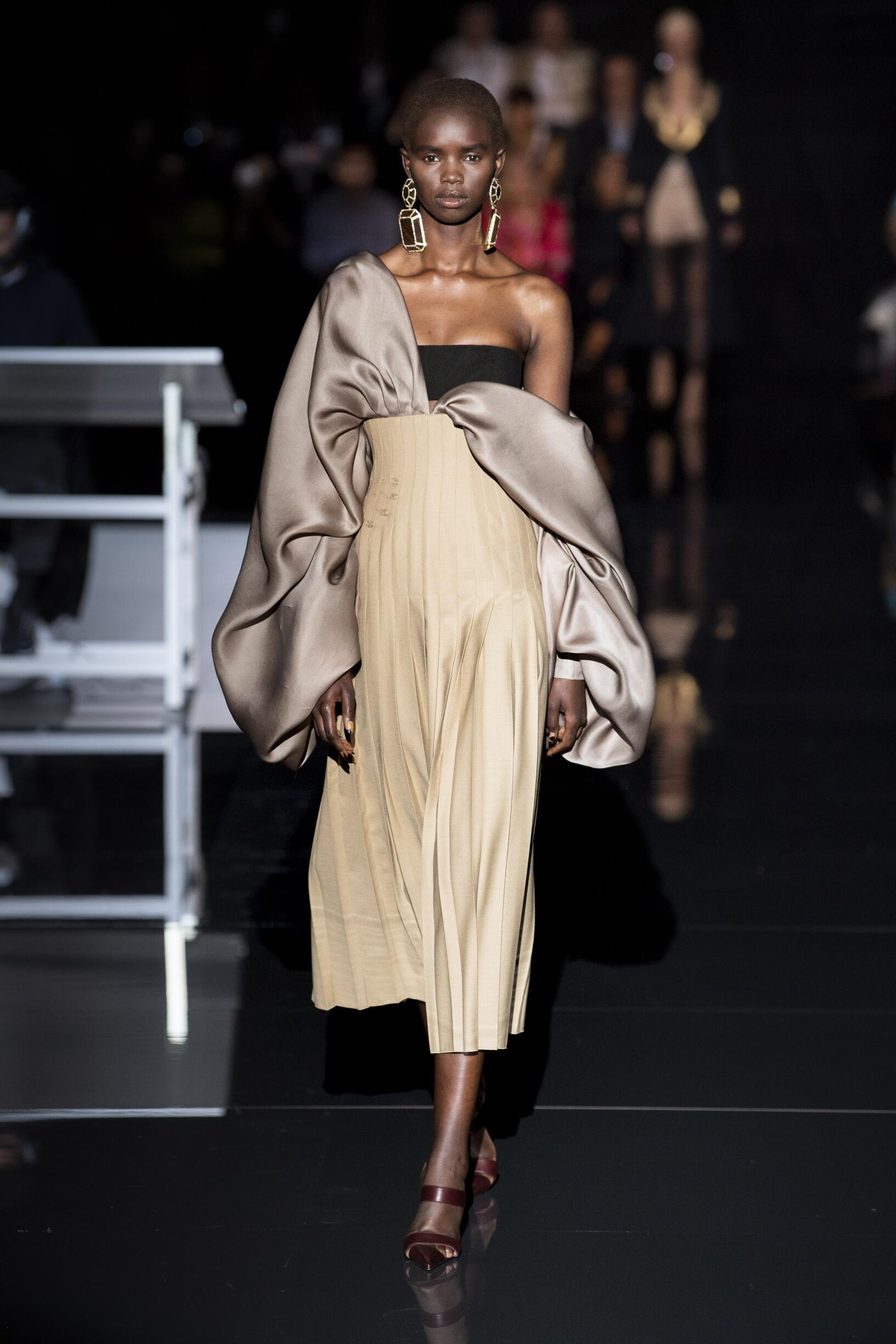 FW 2019-20 Schiaparelli Haute Couture Fashion Show