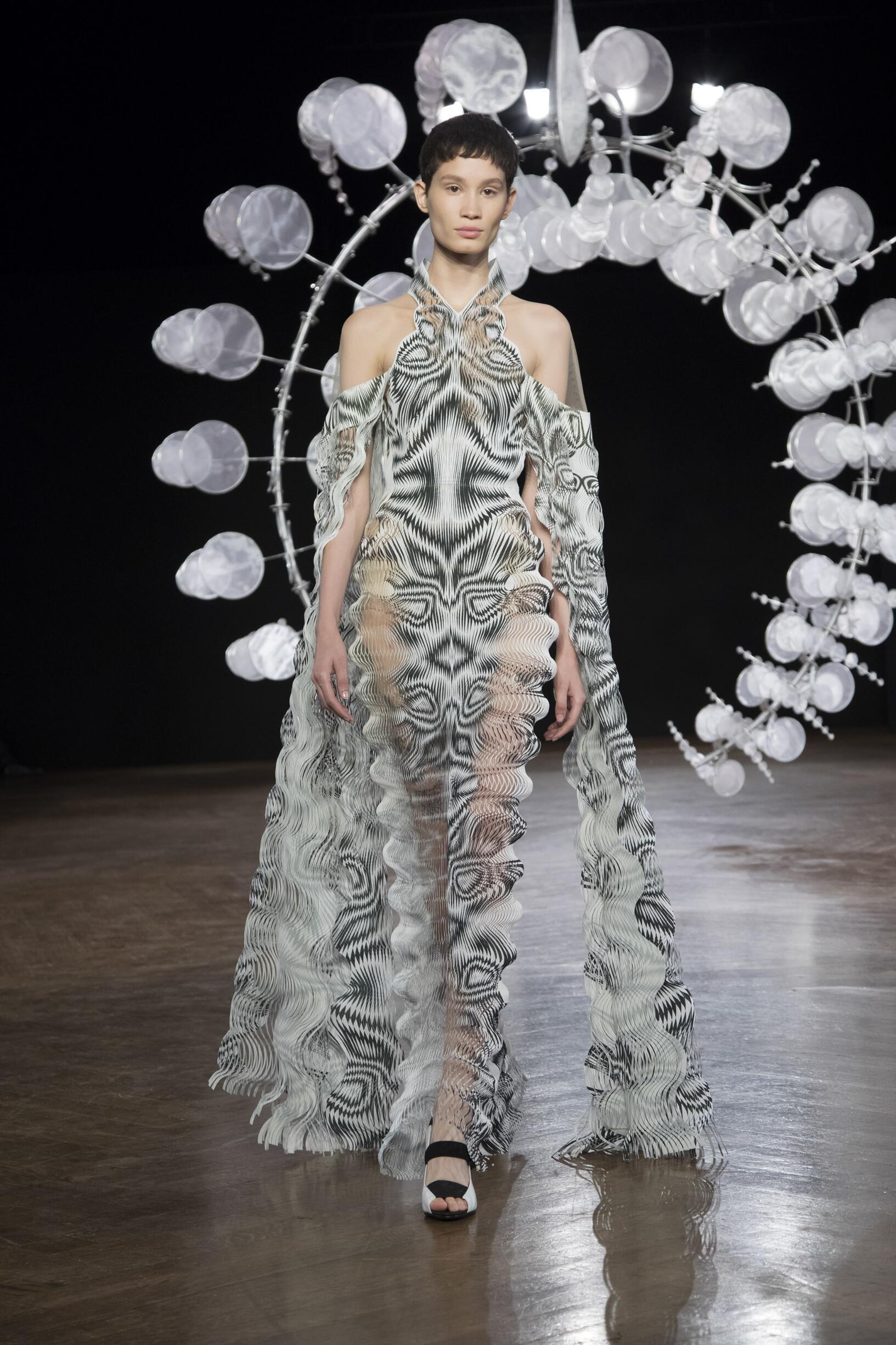 Iris van Herpen Haute Couture Catwalk