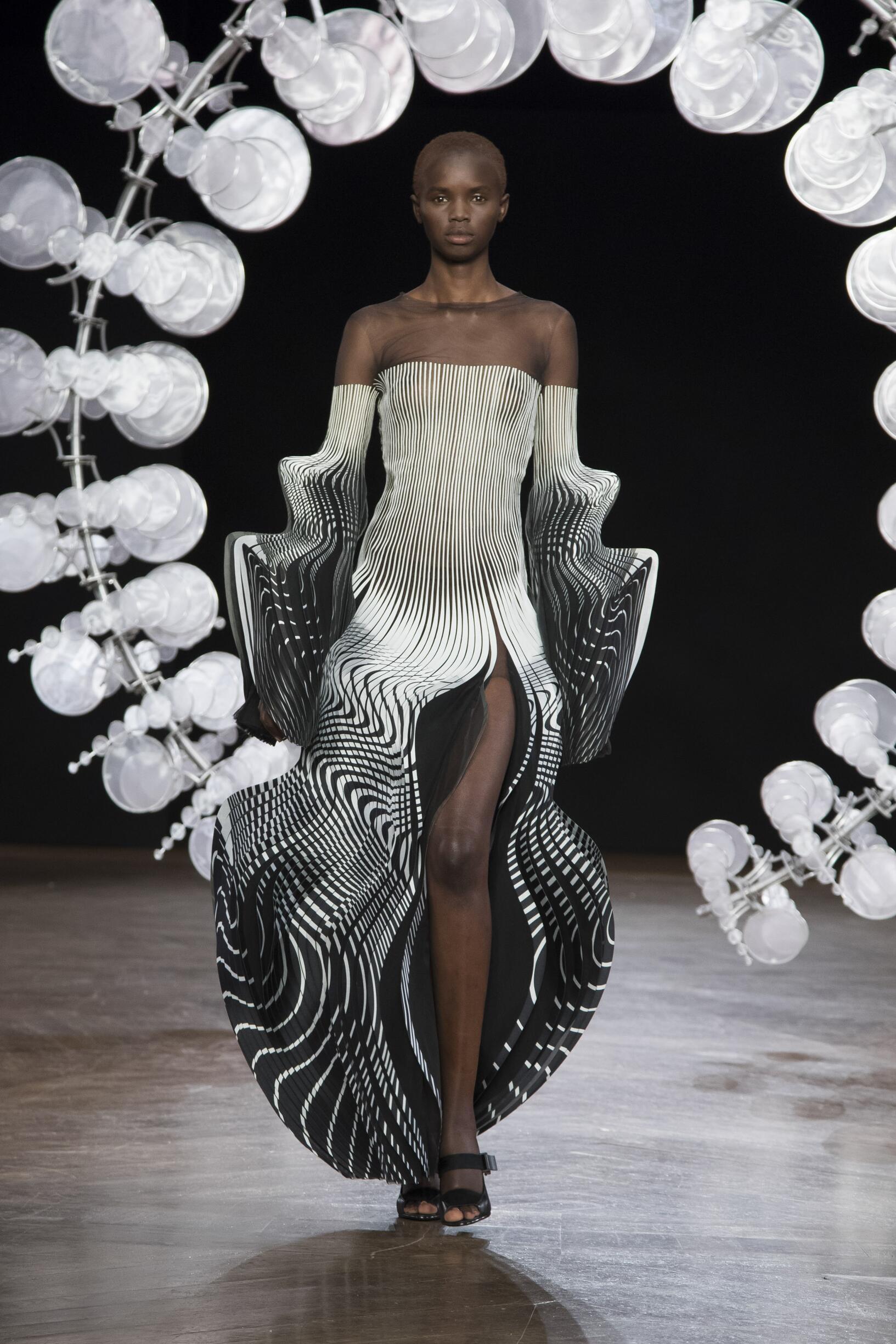 Iris van Herpen Haute Couture Fall Winter 2019-20 Womens Collection Paris