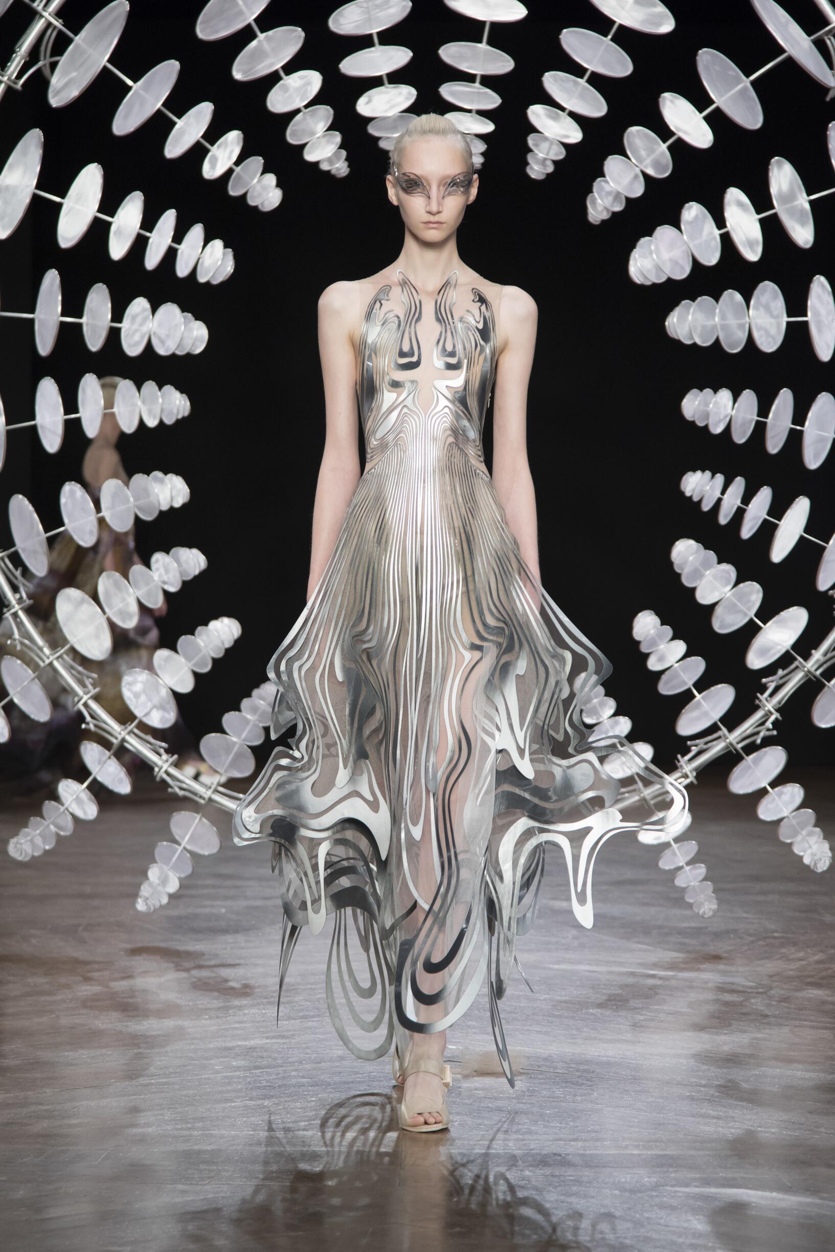 Iris van Herpen Haute Couture Women's Collection 2019-20