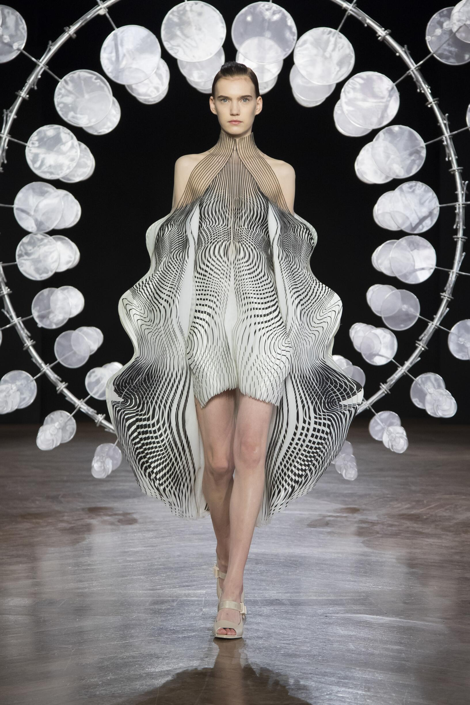 Model Fashion Show Iris van Herpen Haute Couture