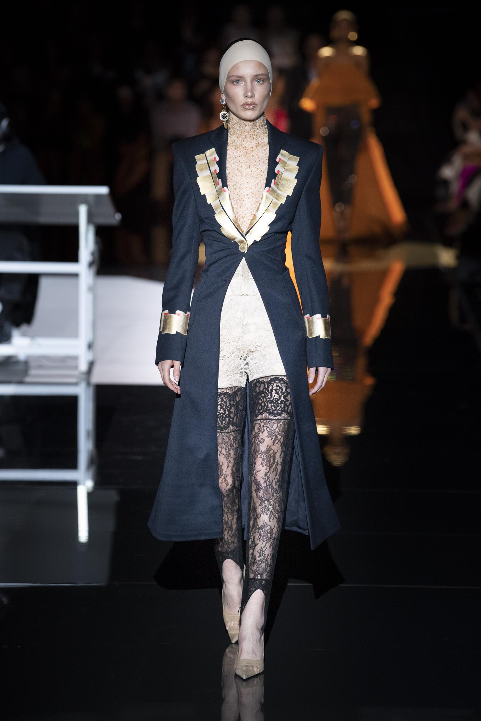 Model Fashion Show Schiaparelli Haute Couture