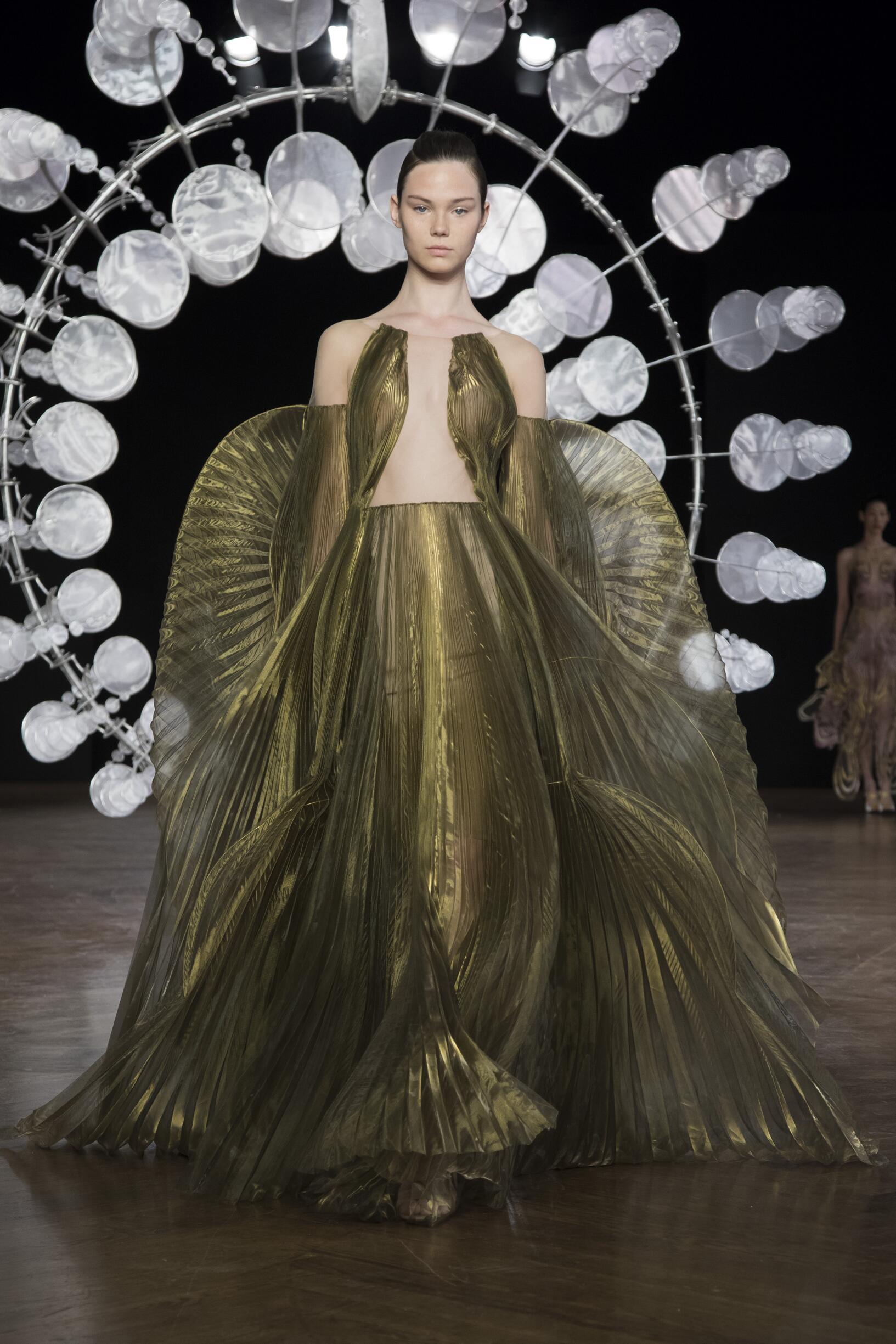 Runway Iris van Herpen Haute Couture Fall Winter 2019 Collection Paris