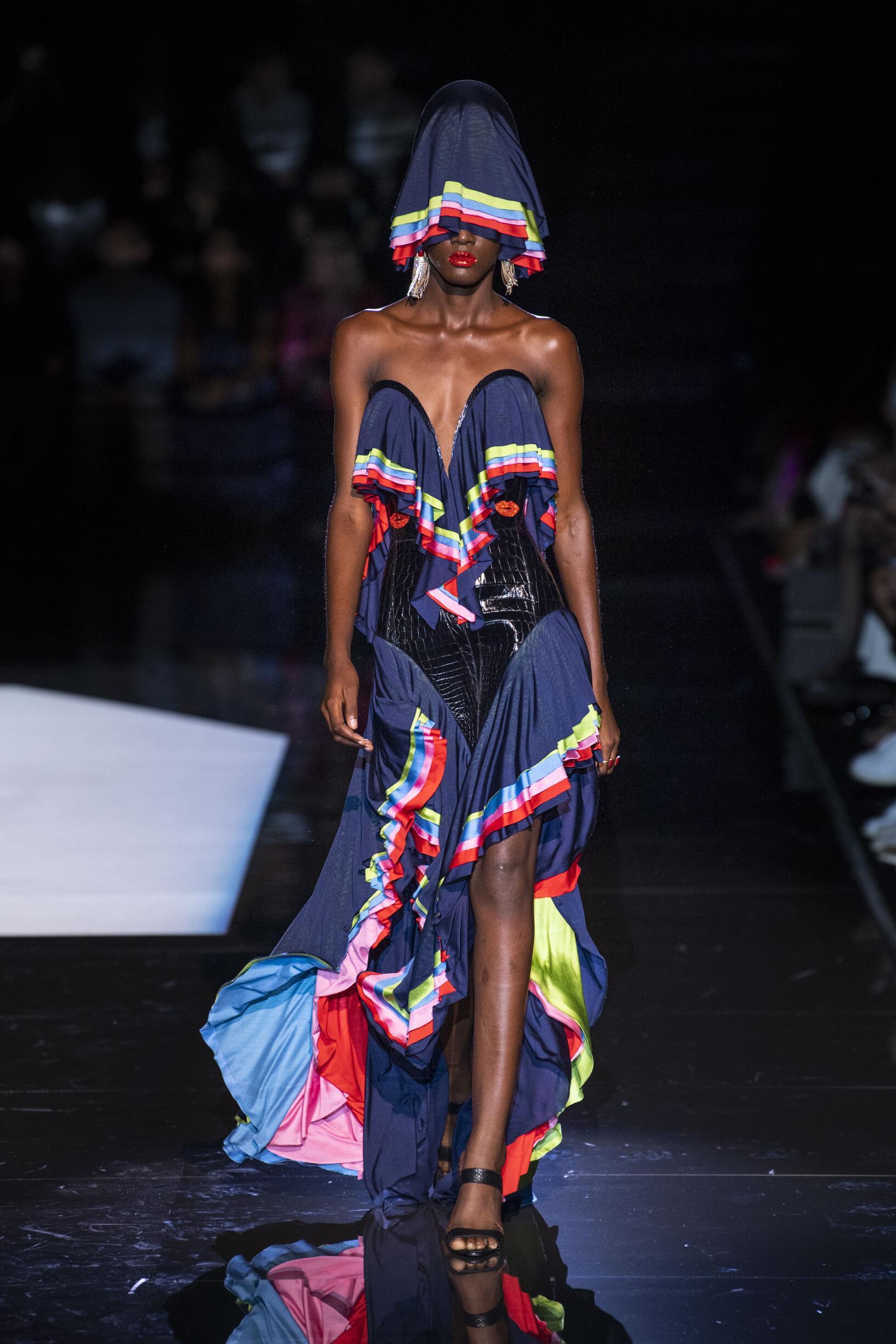 Schiaparelli Haute Couture Woman 2019-20