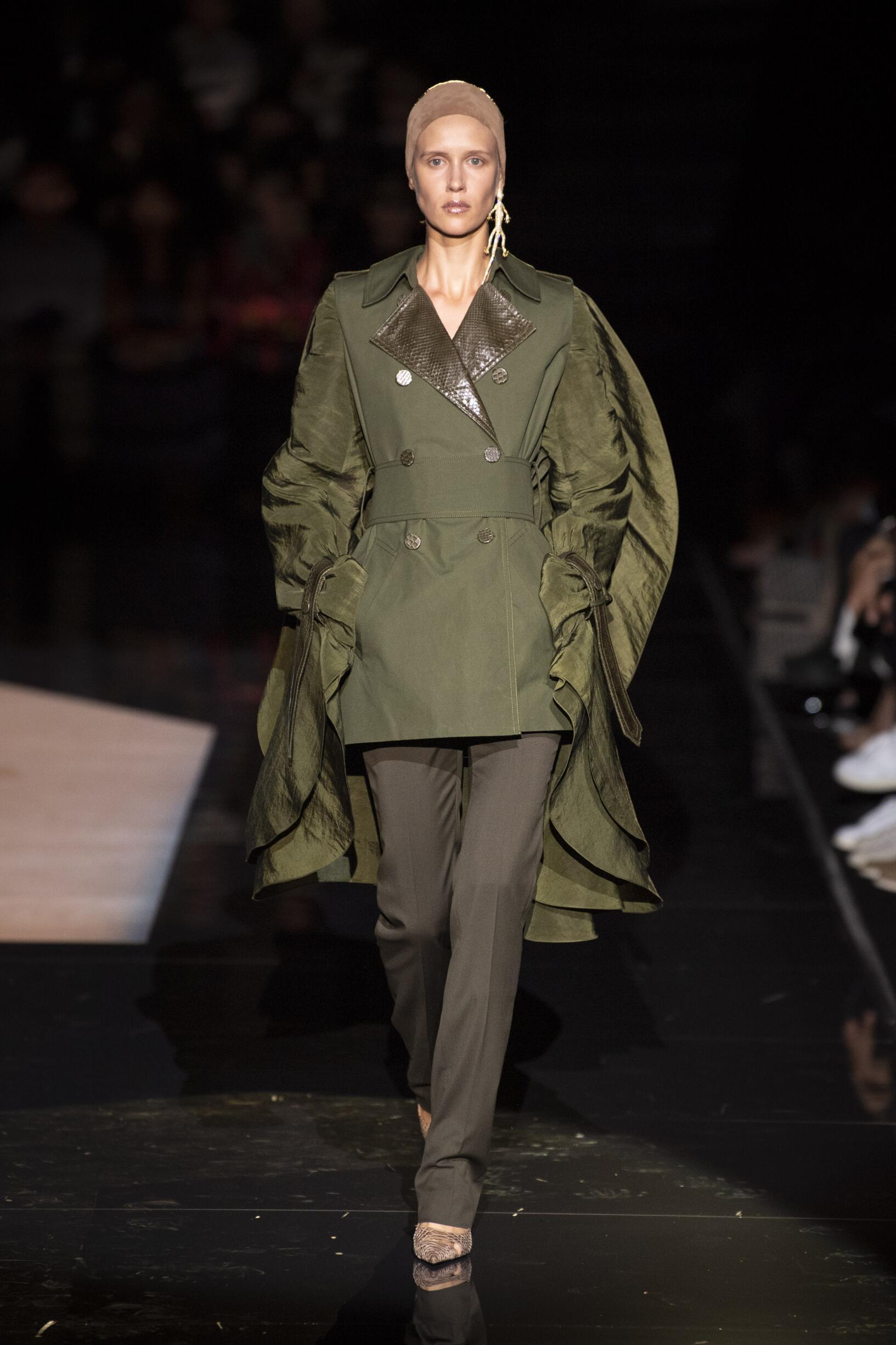 Schiaparelli Haute Couture Woman 2019-2020