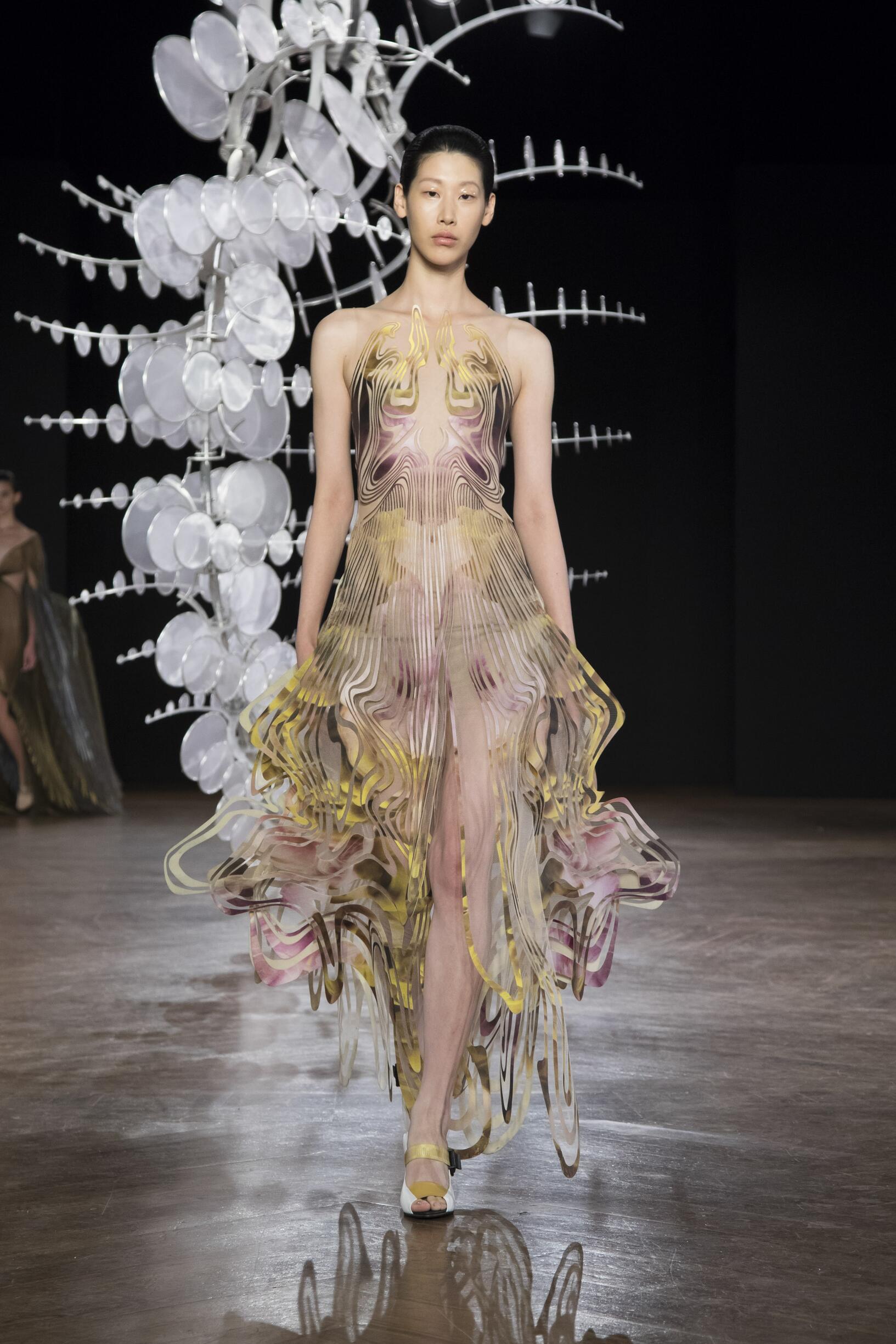 Winter 2019 Woman Trends Iris van Herpen Haute Couture