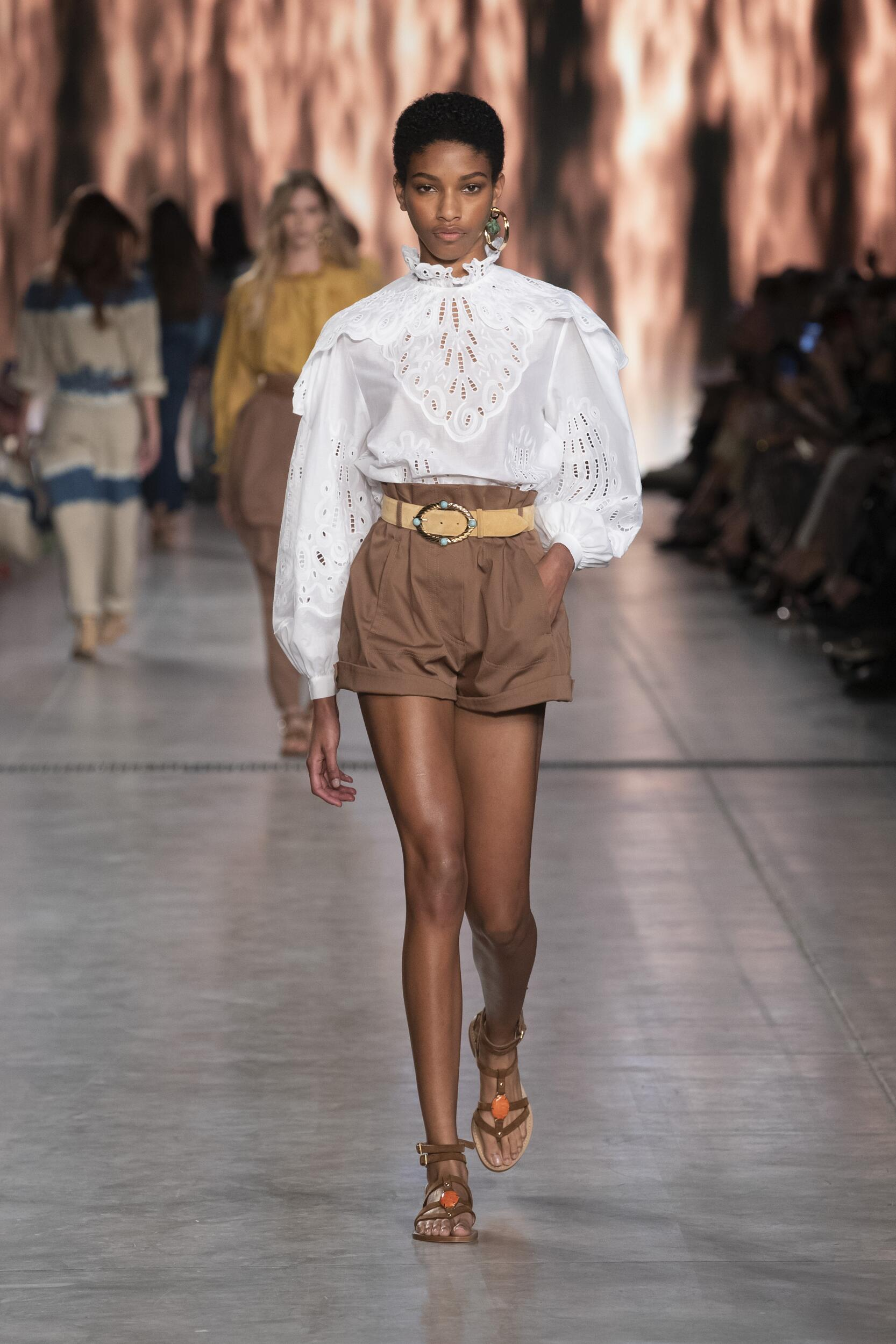 2020 Catwalk Alberta Ferretti Summer Woman Collection