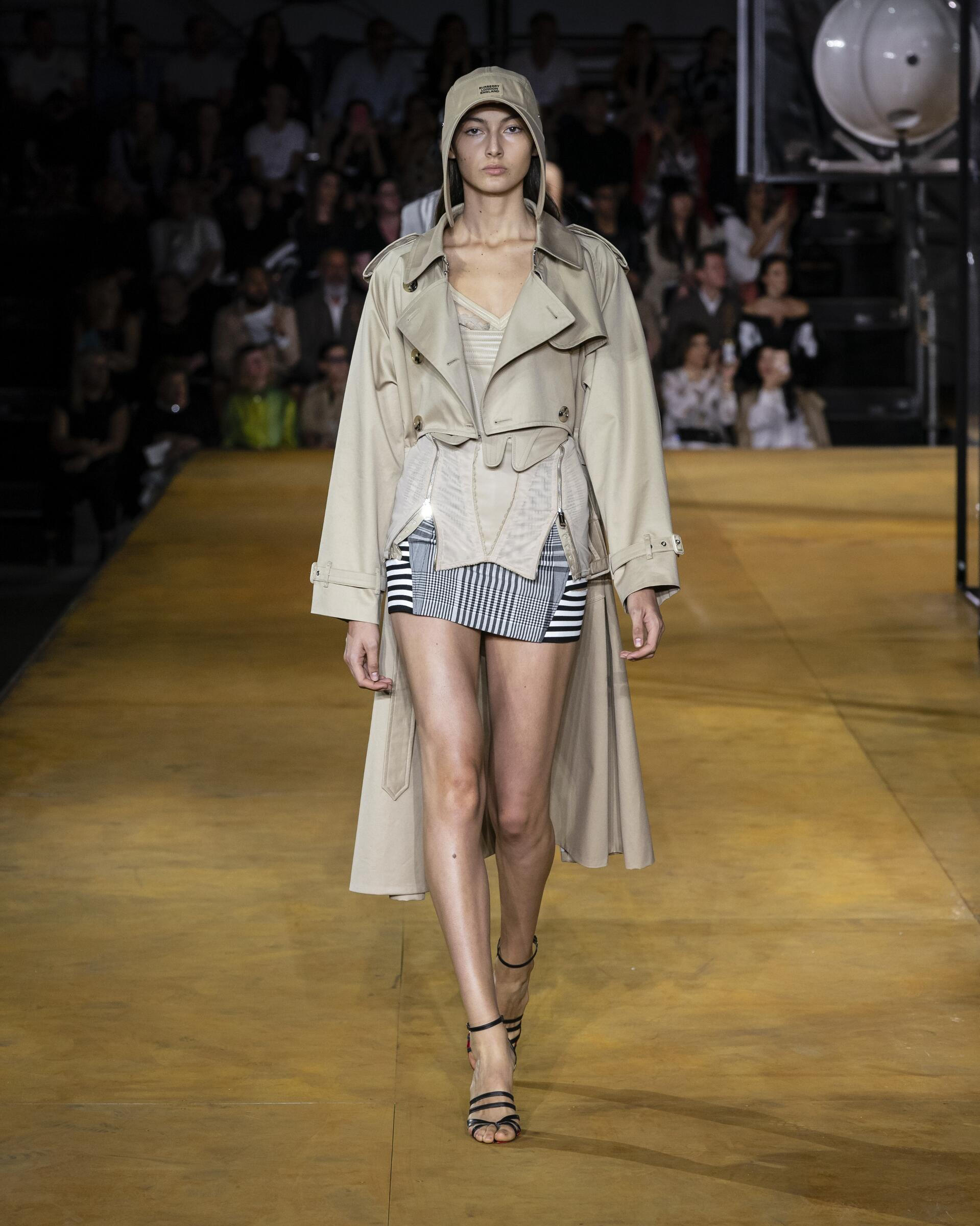 2020 Runway Woman Burberry Summer