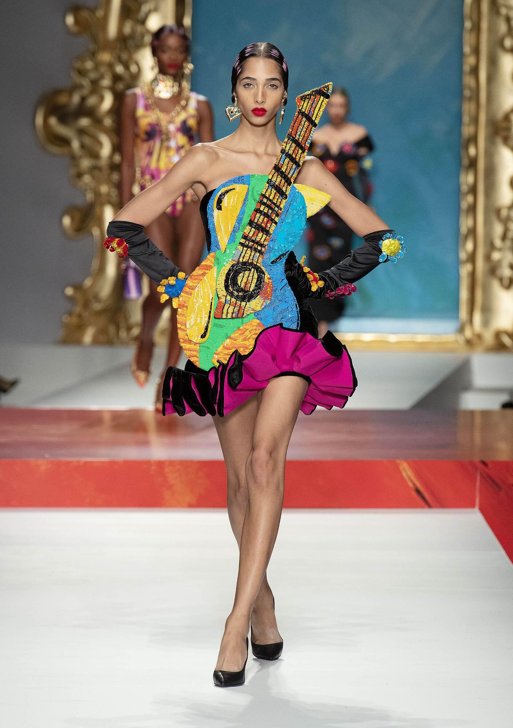 2020 Woman Style Moschino