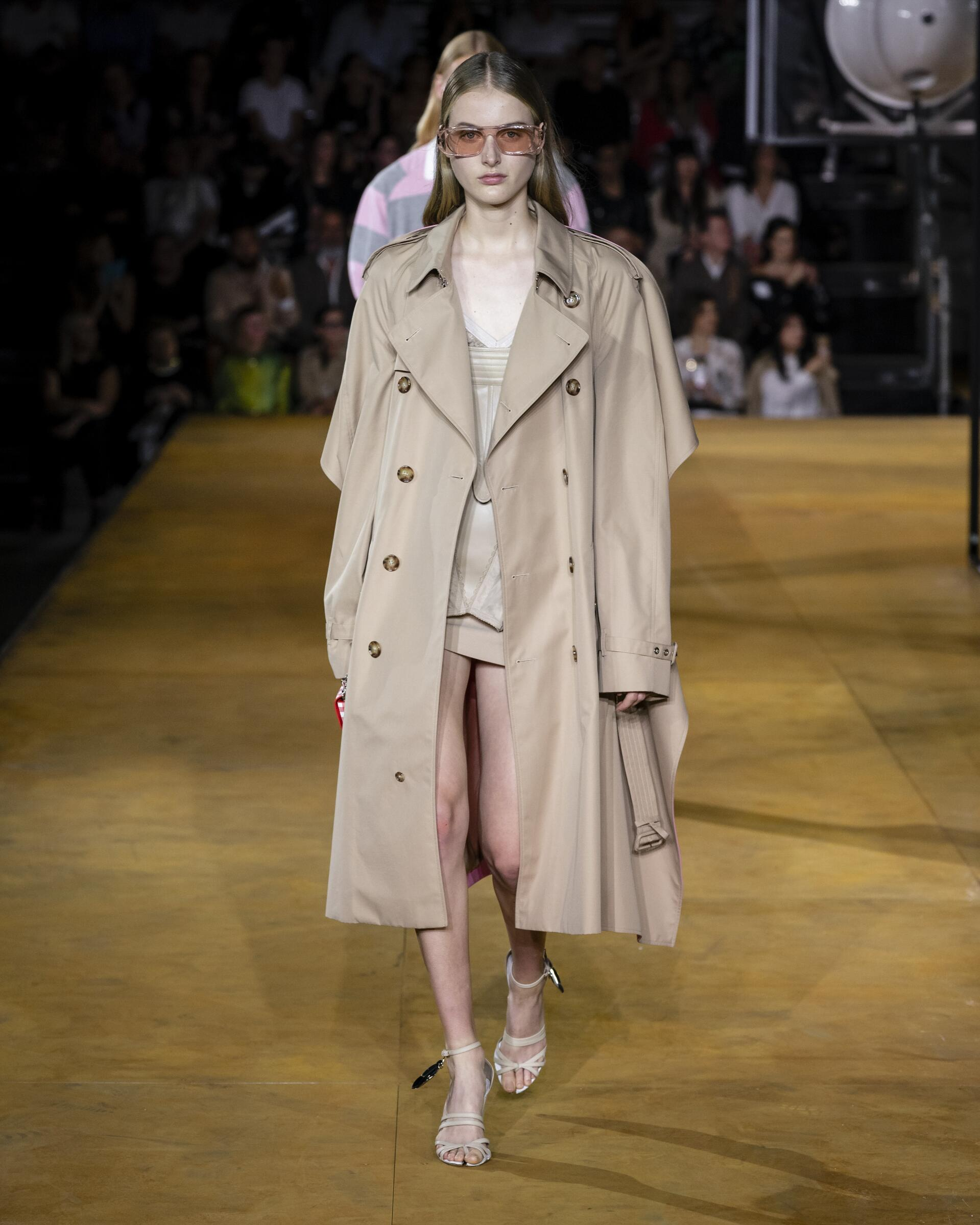 Burberry Womenswear Collection Trends SS