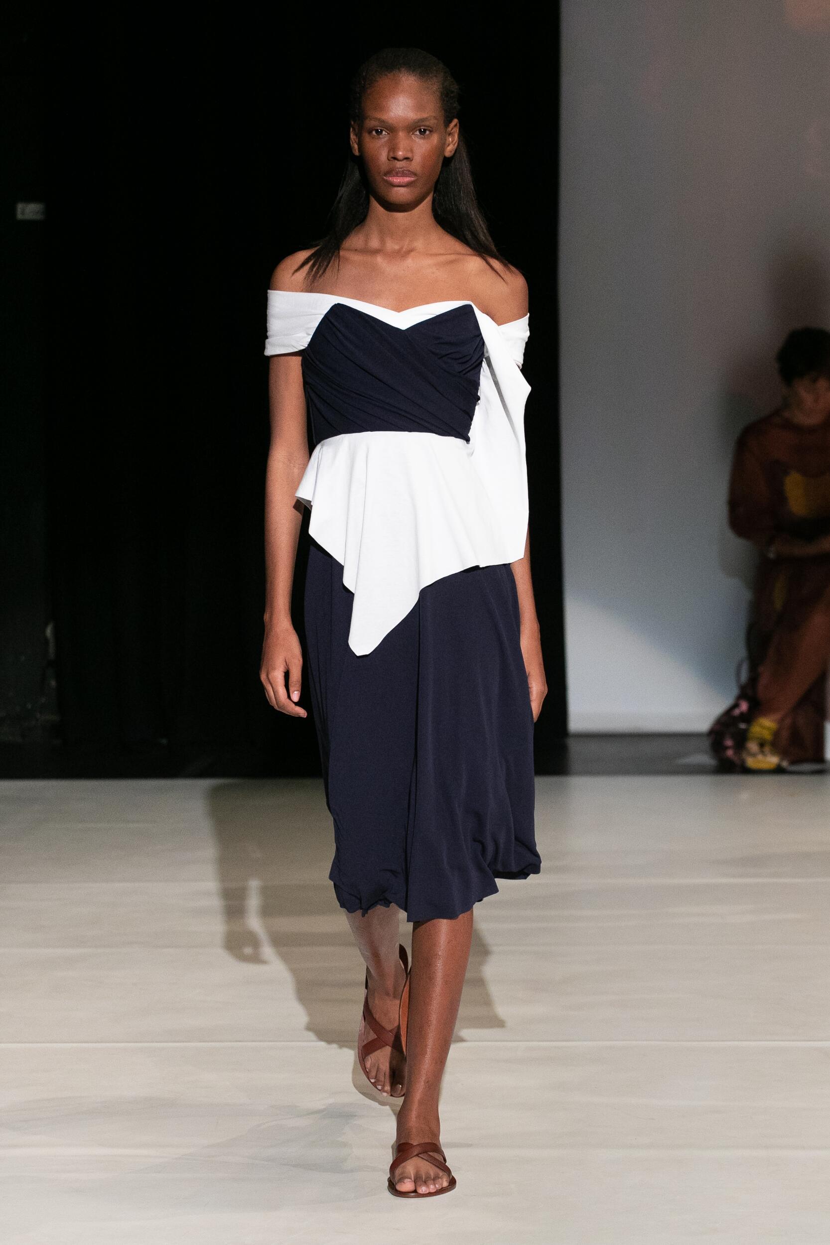 Catwalk Chalayan Woman Fashion Show Summer 2020