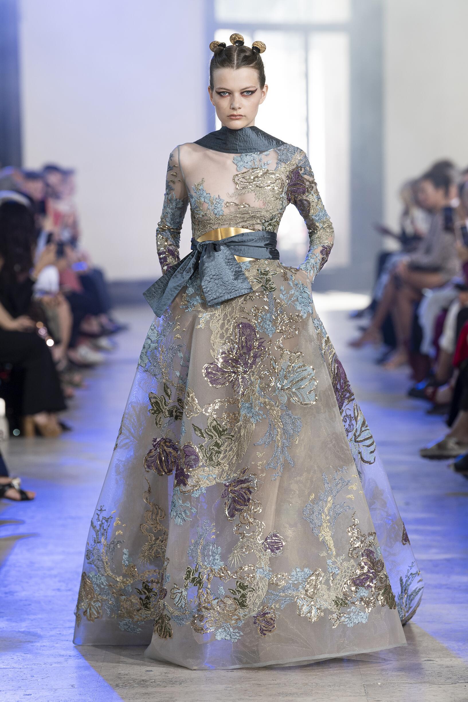 Catwalk Elie Saab Haute Couture Woman Fashion Show Winter 2019-2020