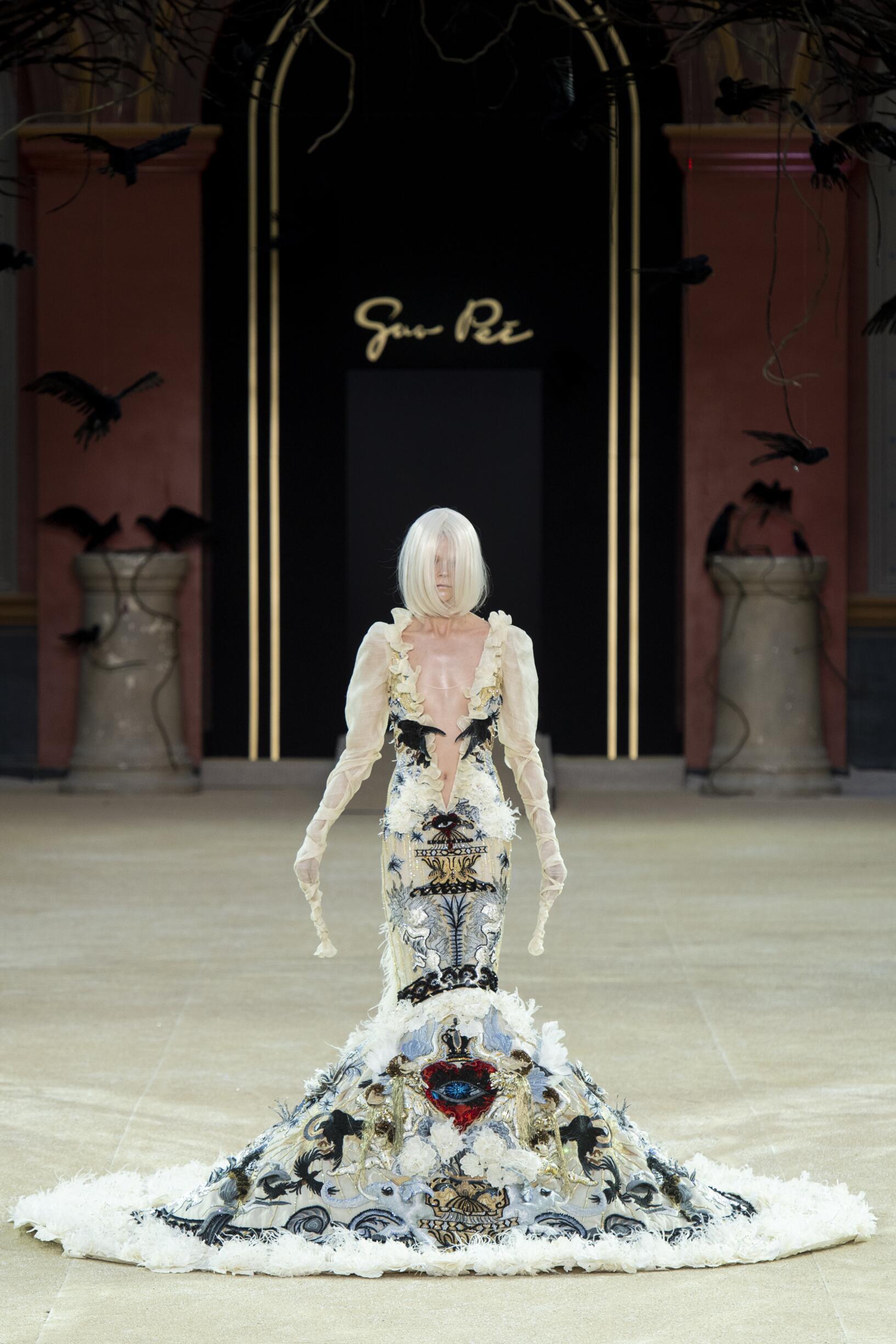 Catwalk Guo Pei Haute Couture