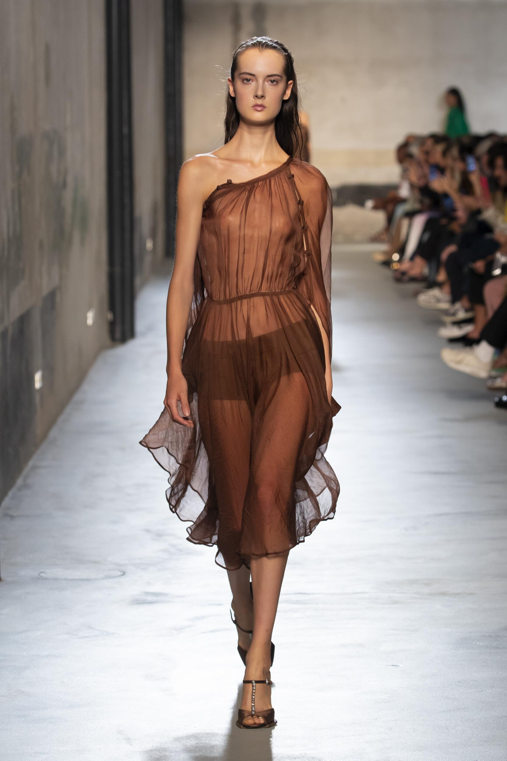 Catwalk N°21 Woman Fashion Show Summer 2020