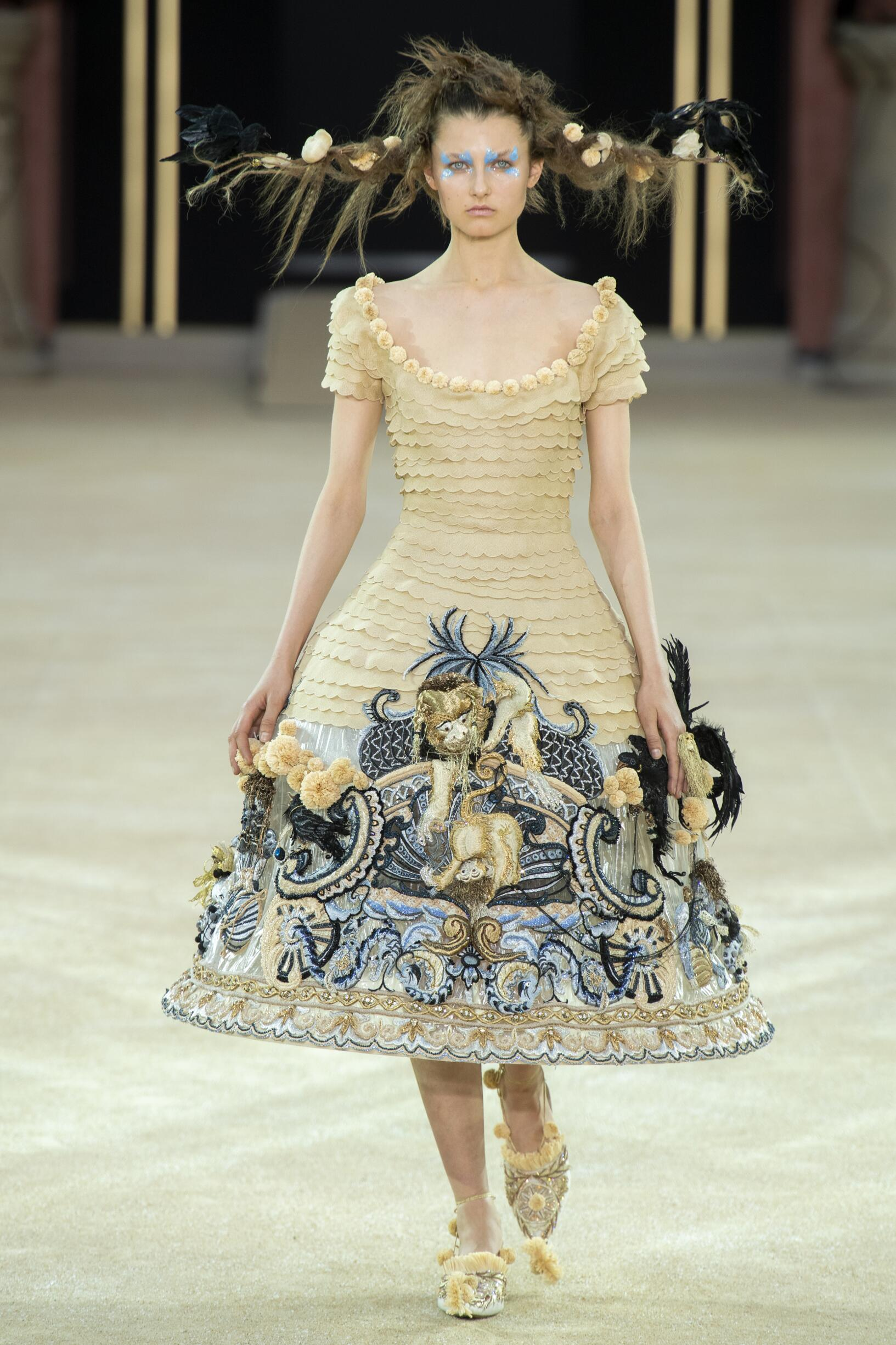 FW 2019-20 Guo Pei Haute Couture Fashion Show