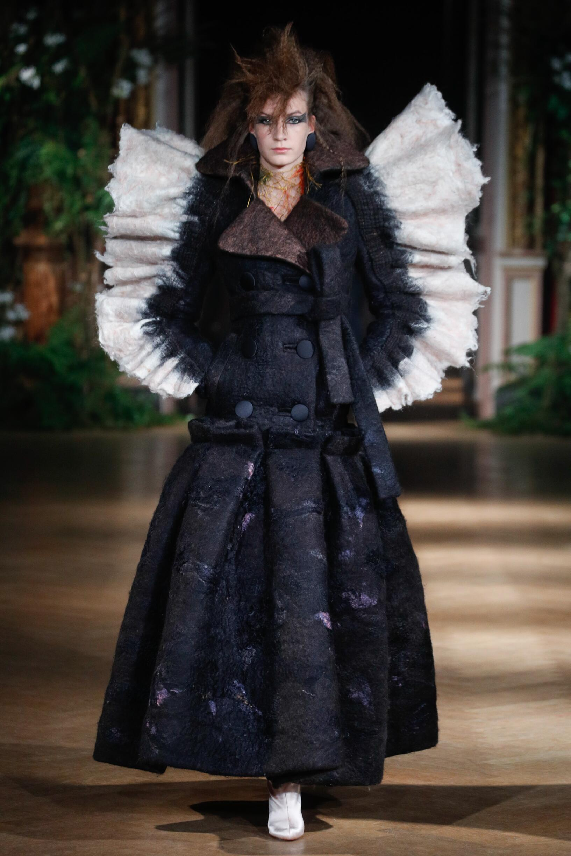 FW 2019-20 Viktor & Rolf Haute Couture Fashion Show