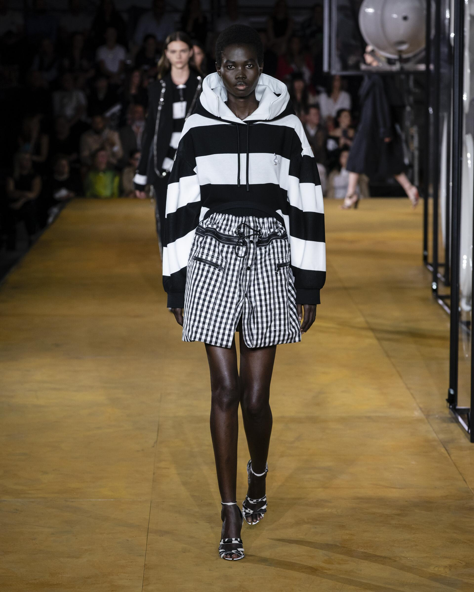Fashion 2020 Catwalk Burberry Summer Woman Collection