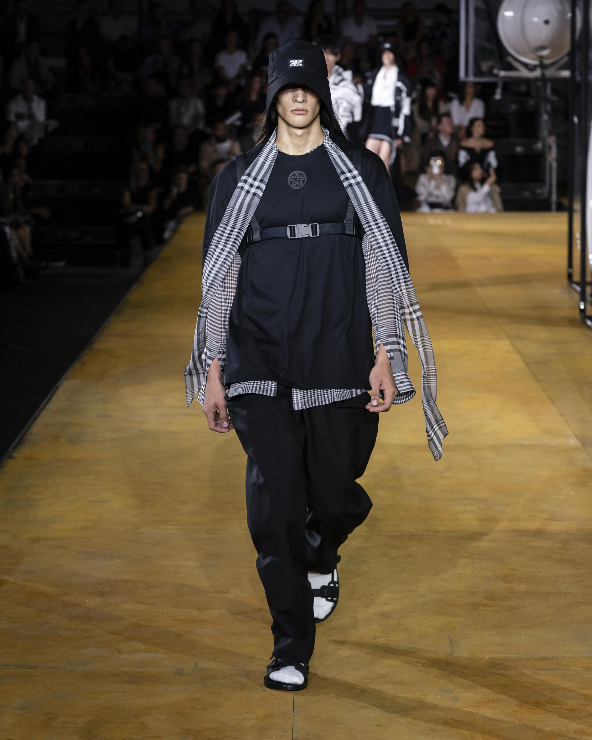 Fashion 2020 Man Runway Burberry Summer