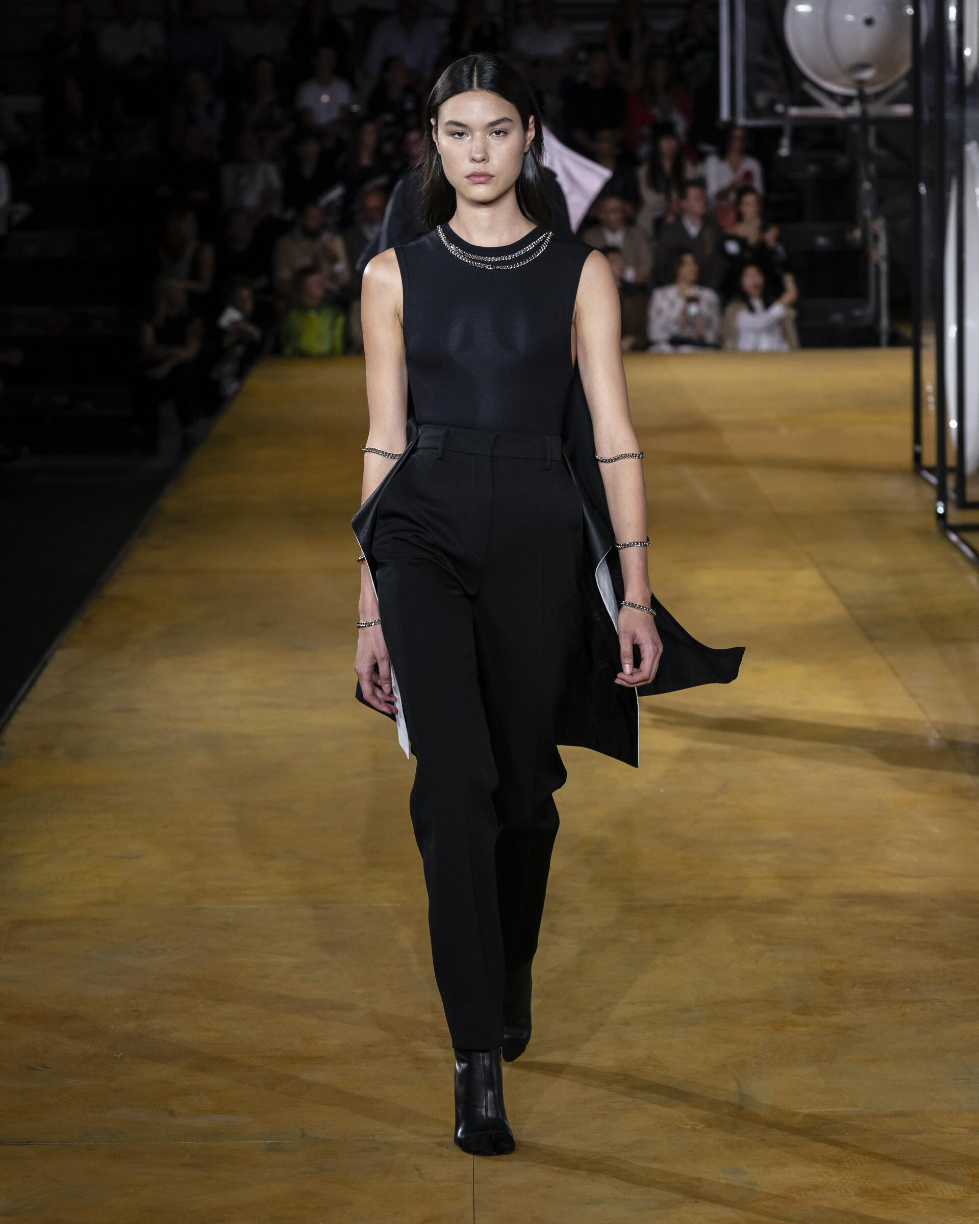 Fashion 2020 Runway Woman Burberry Summer