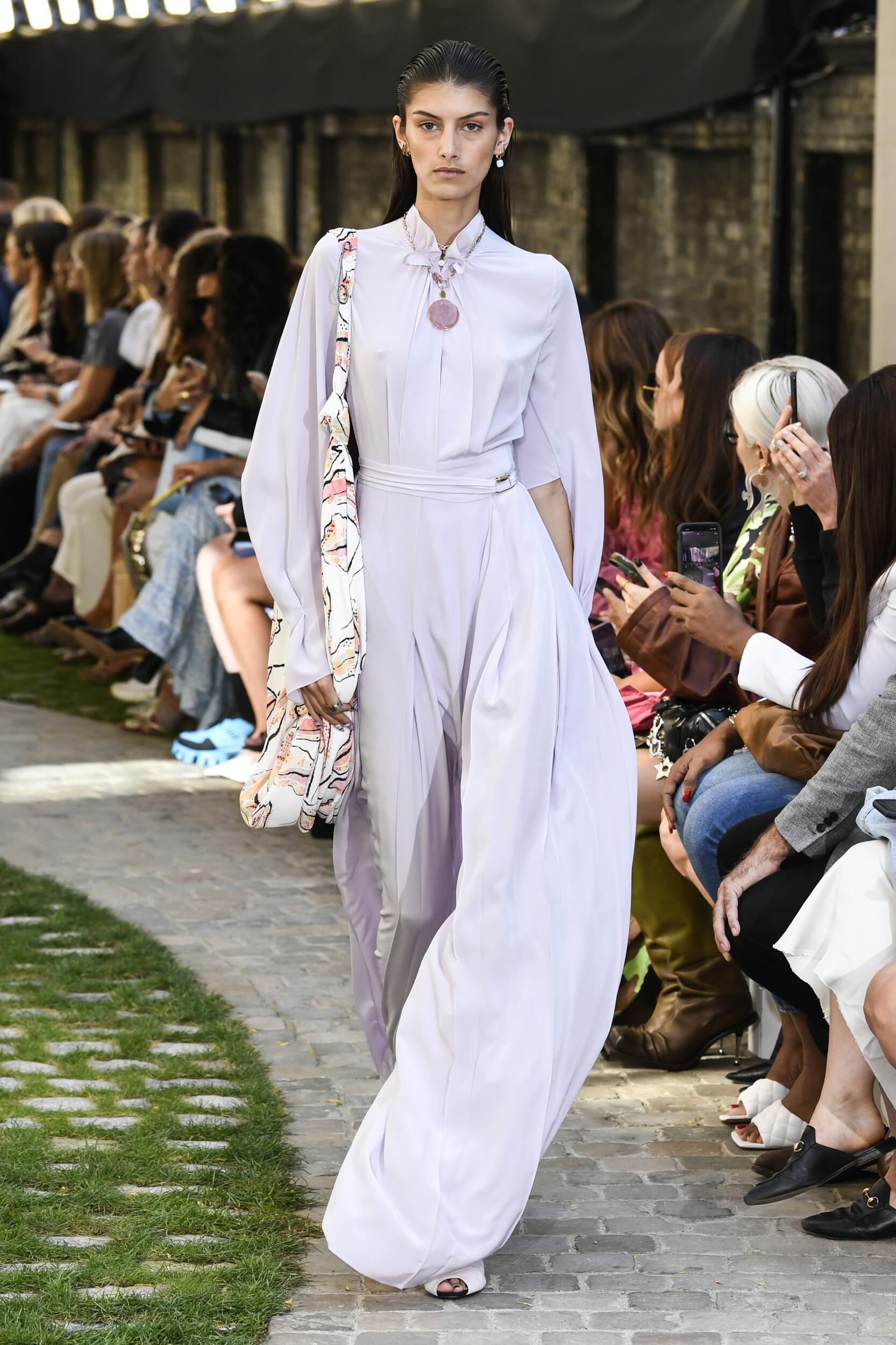 Fashion Model Woman Roland Mouret Catwalk