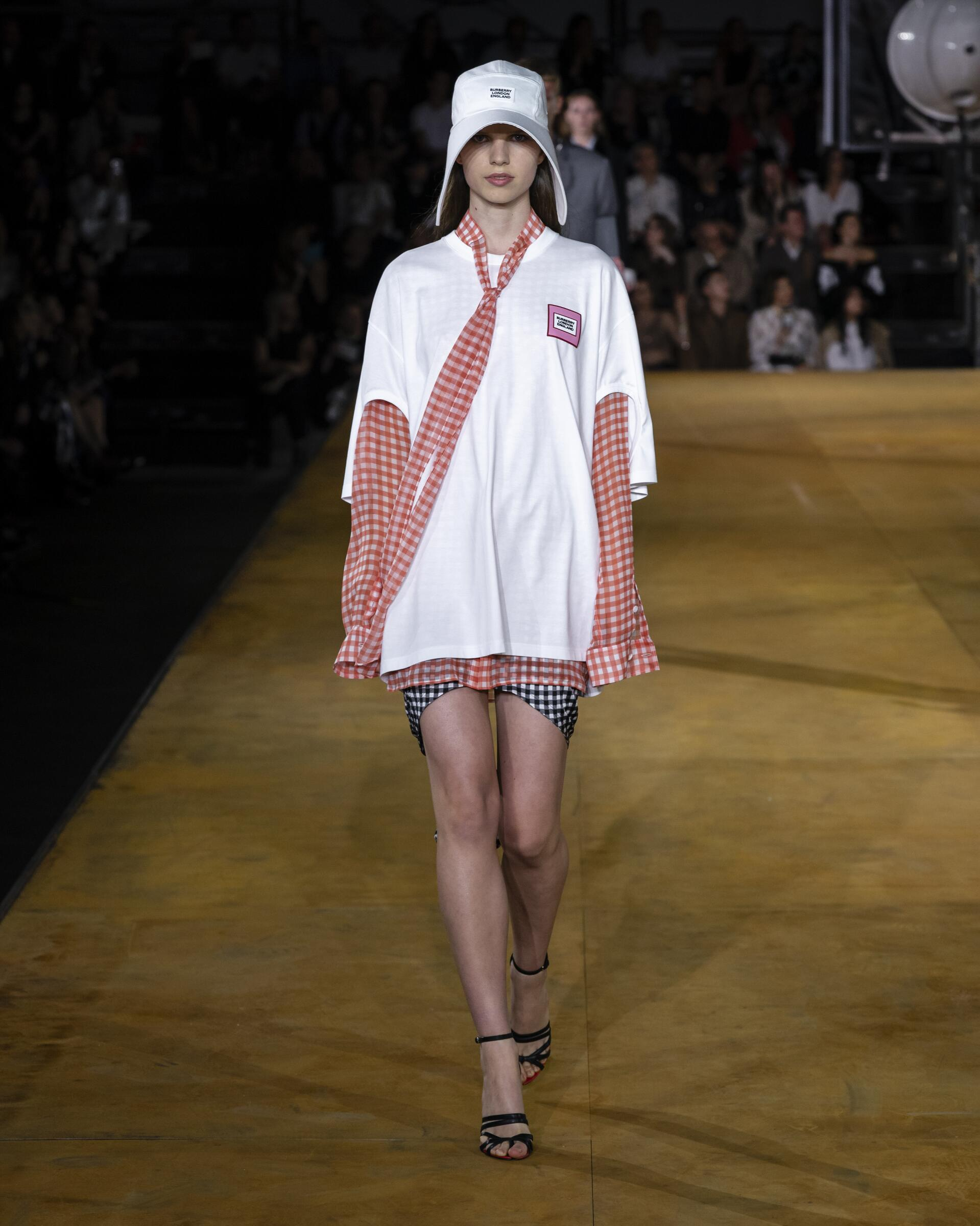 Fashion Trends 2020 Catwalk Burberry Summer Womens Collection