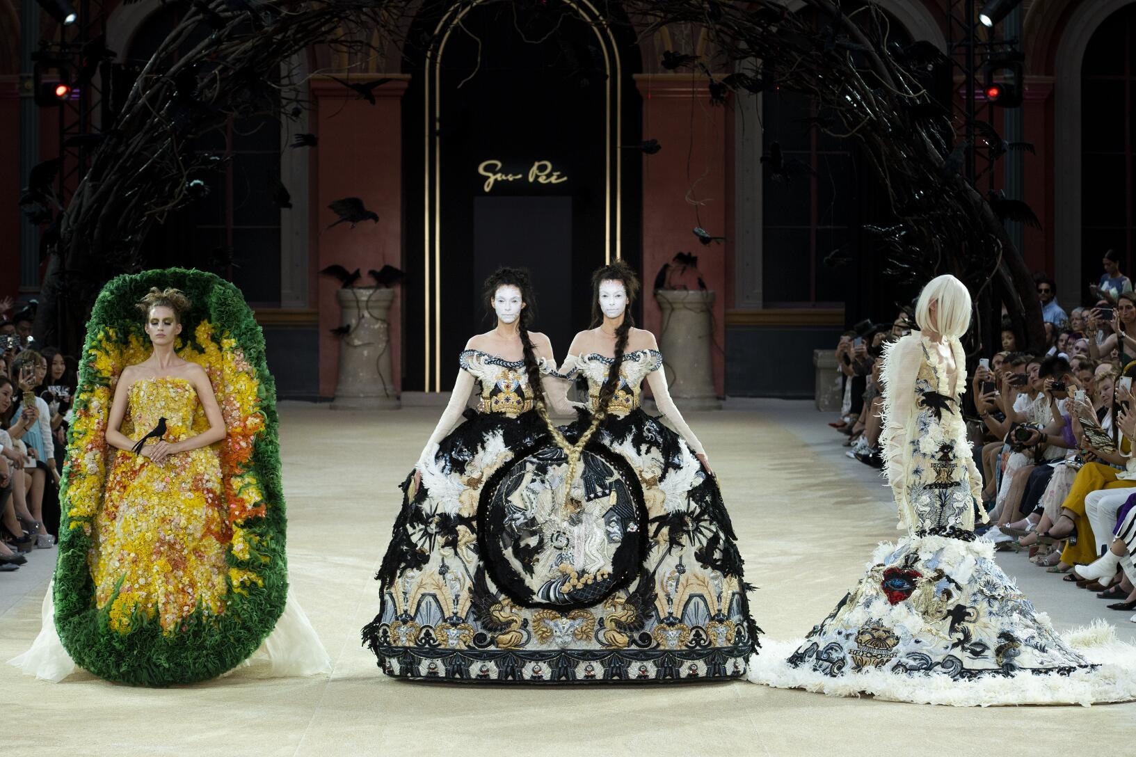 Finale Guo Pei Haute Couture