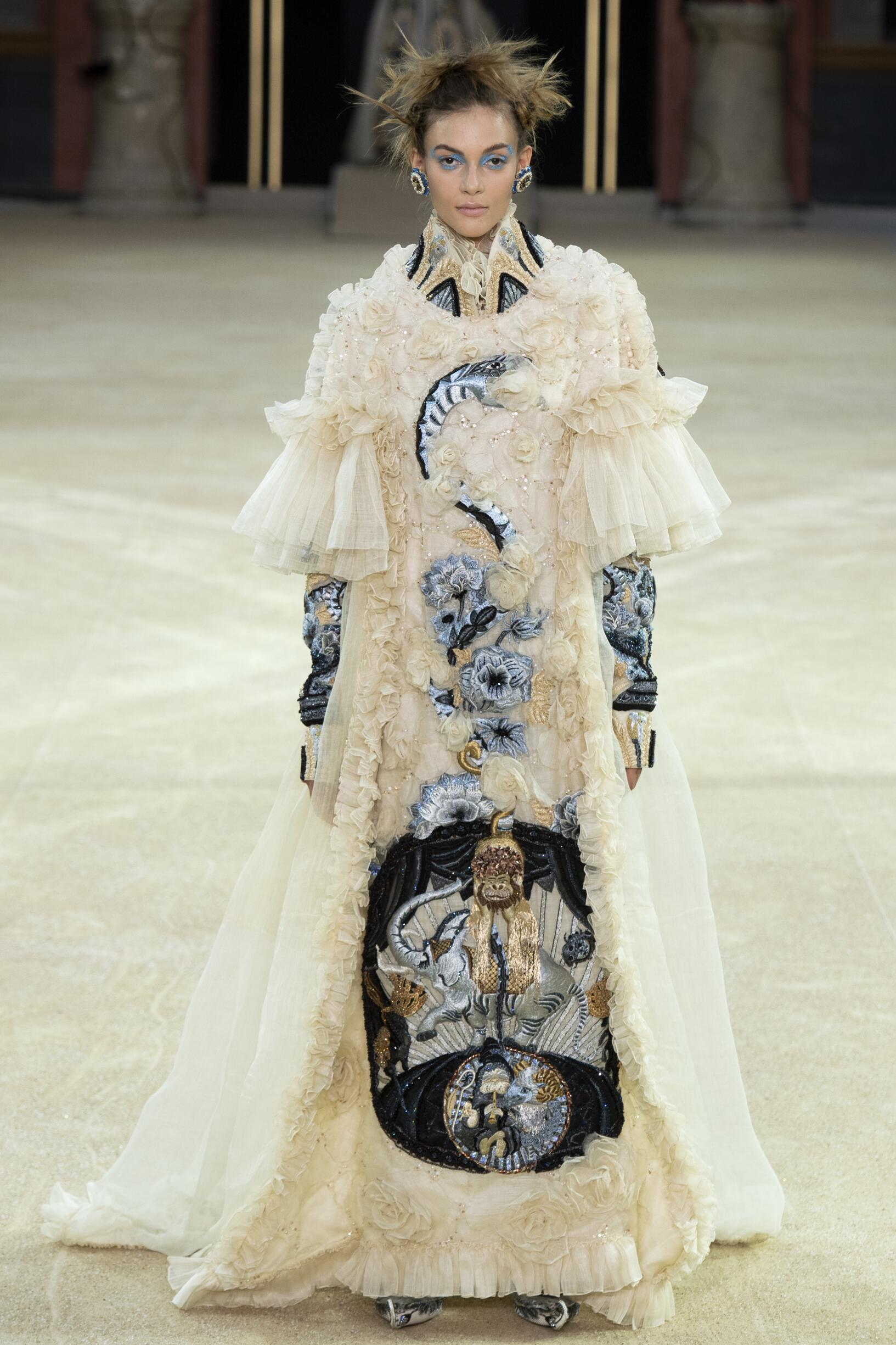Guo Pei Haute Couture Fall 2019-2020 Catwalk