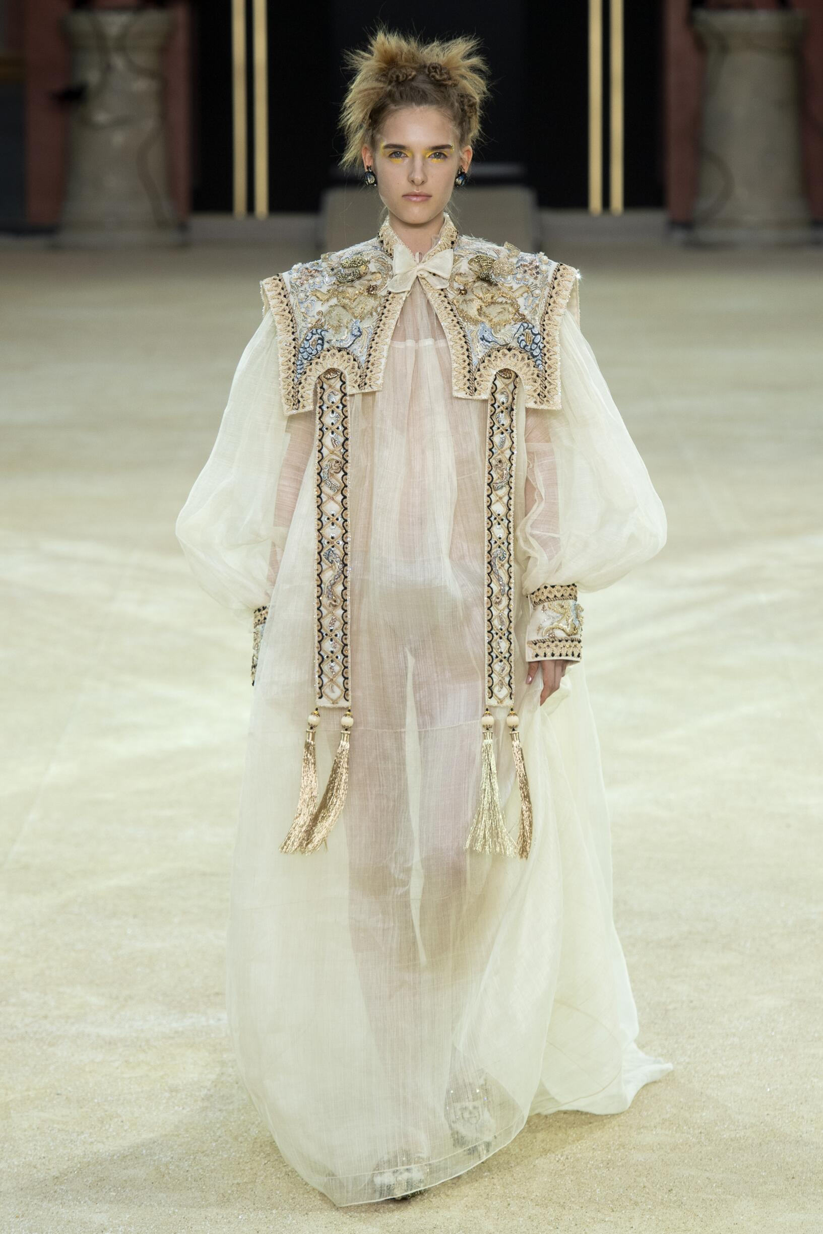 Guo Pei Haute Couture Woman 2019-2020