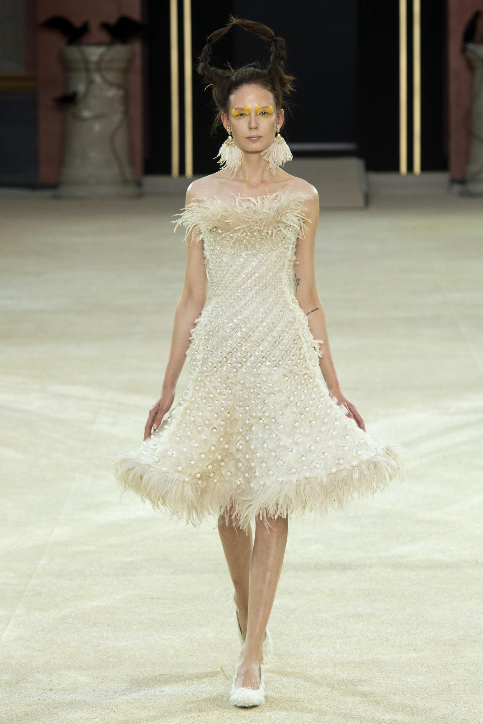 Guo Pei Haute Couture Woman Style