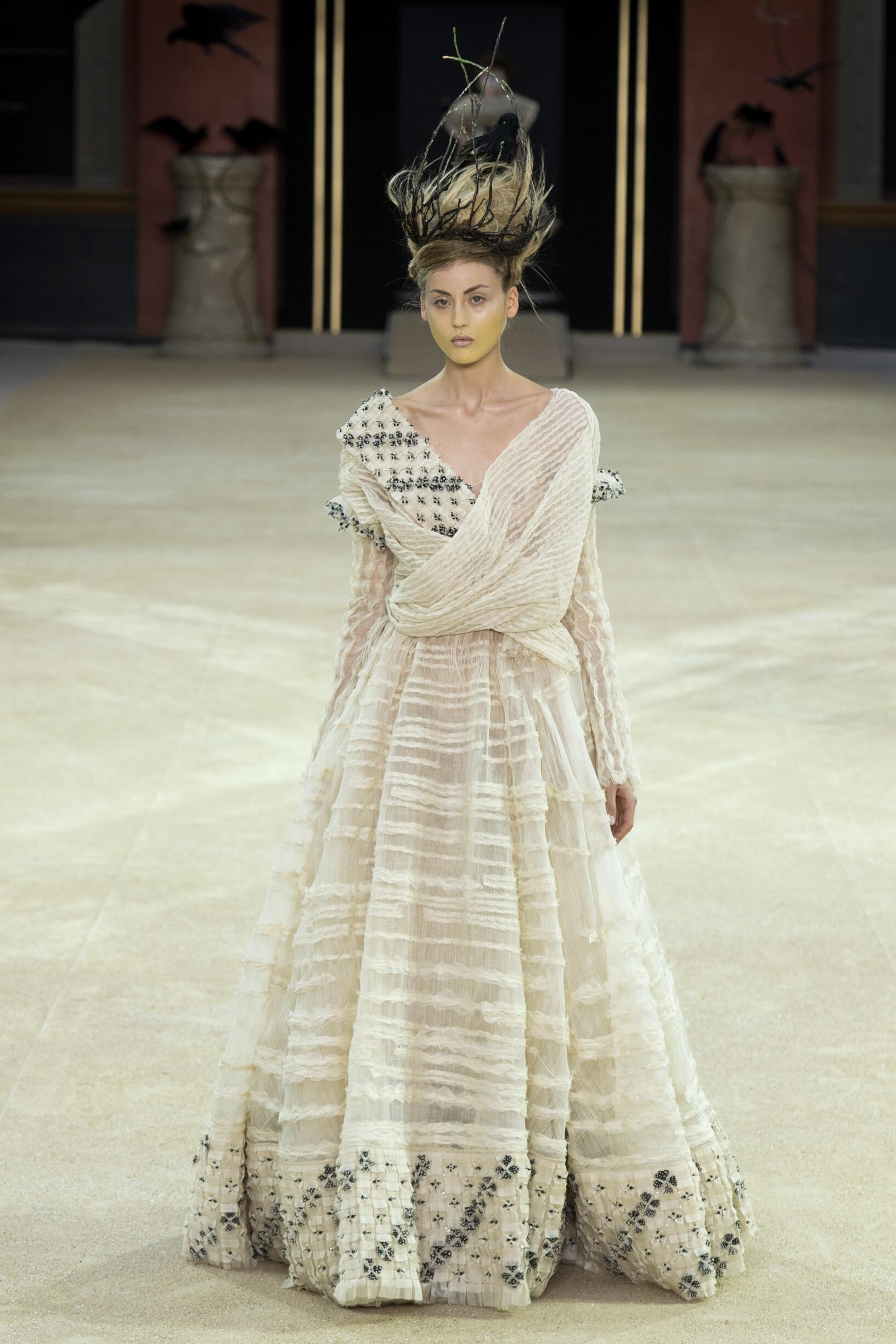 Guo Pei Haute Couture Women's Collection 2019-20