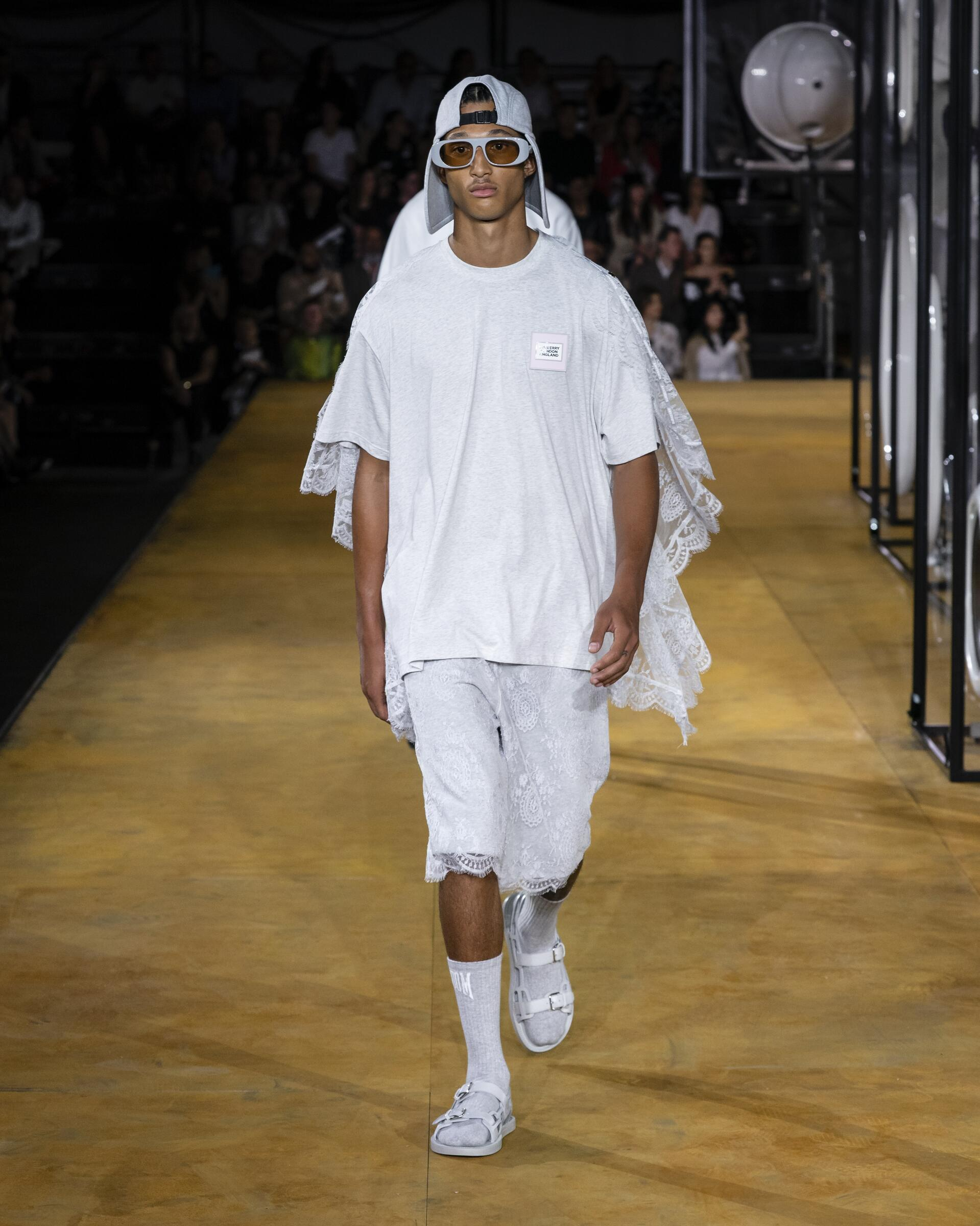 Menswear Fashion Trends 2020 Catwalk Burberry Summer Women's Collection